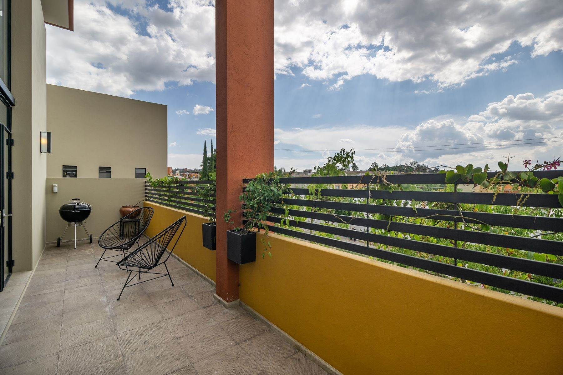 19. Single Family Homes for Sale at Chimal Loft Miguel Araujo 1B San Miguel De Allende, Guanajuato 37700 Mexico