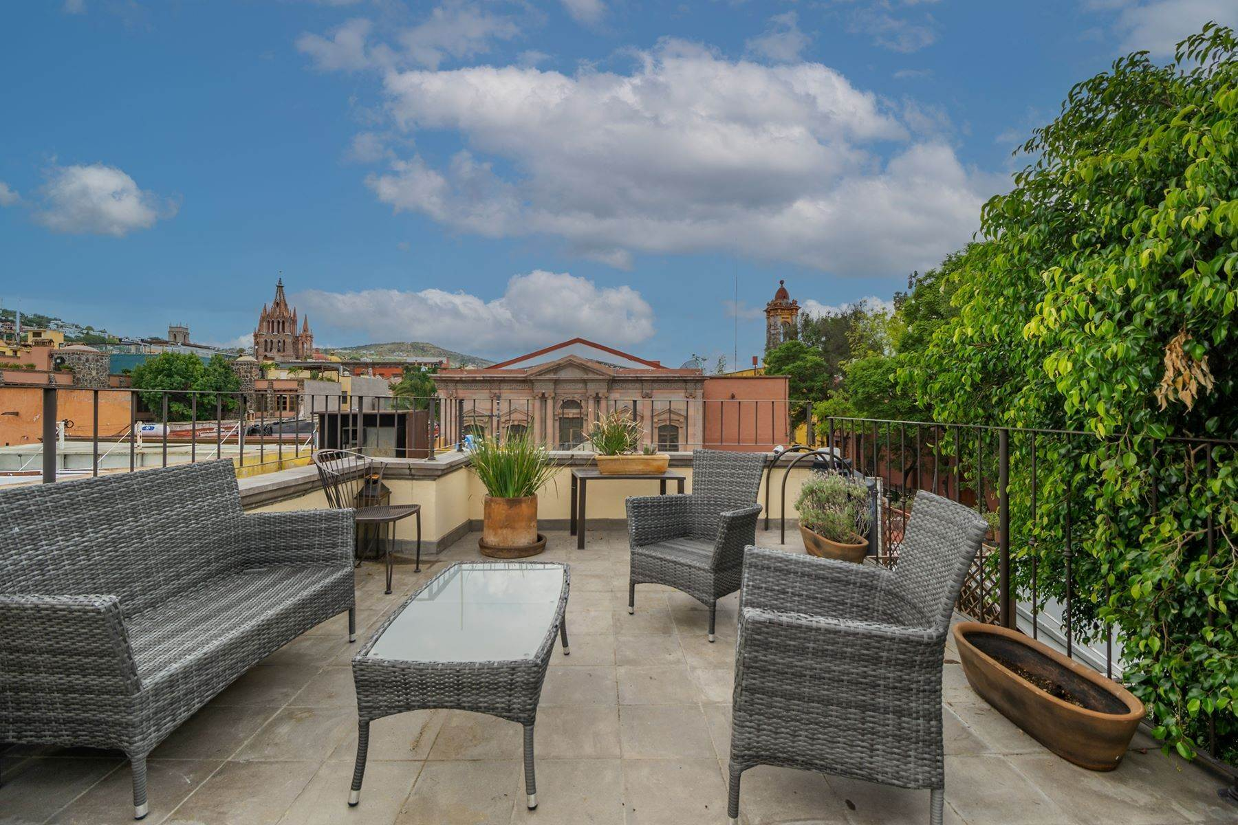 36. Single Family Homes for Sale at Casa Florida Hernandez Macias San Miguel De Allende, Guanajuato 37700 Mexico