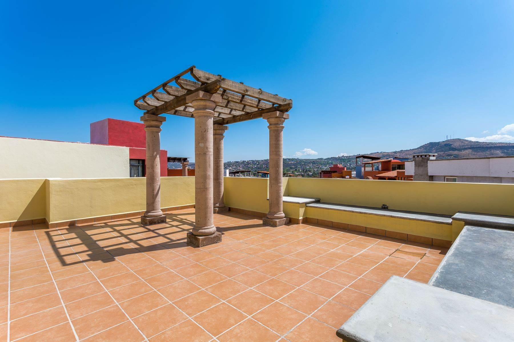 31. Single Family Homes for Sale at Villa Jardín Camino Norte, El Capricho San Miguel De Allende, Guanajuato 37700 Mexico