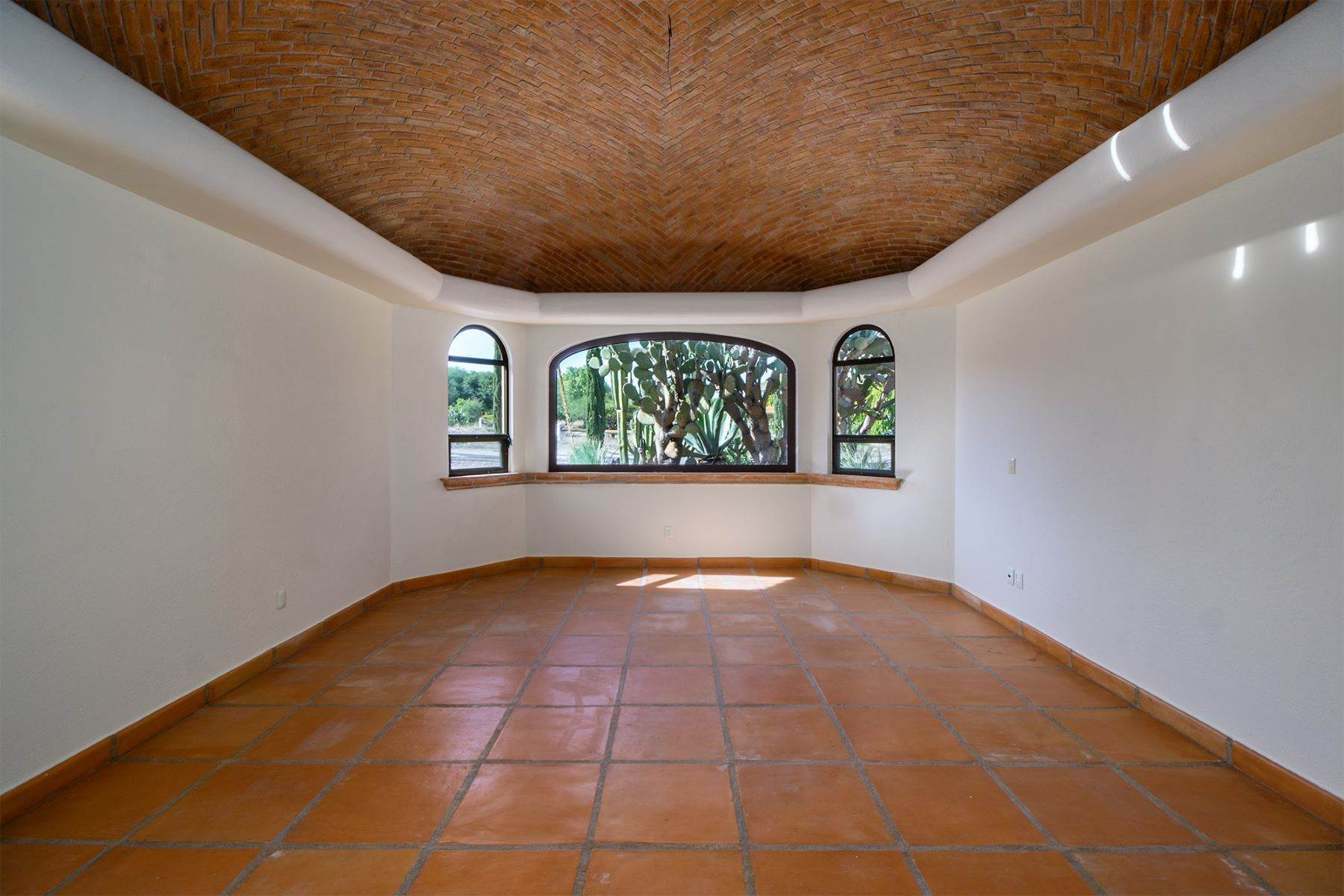 11. Single Family Homes for Sale at Casa Frida Los Labradores, San Miguel De Allende, Guanajuato Mexico