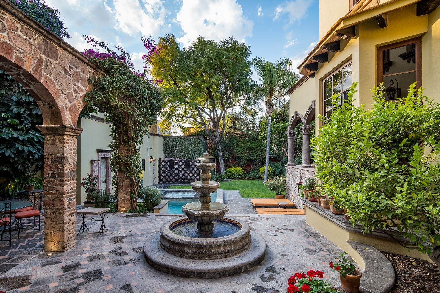 5. Single Family Homes for Sale at Casa William Gracia 9 San Miguel De Allende, Guanajuato 37700 Mexico