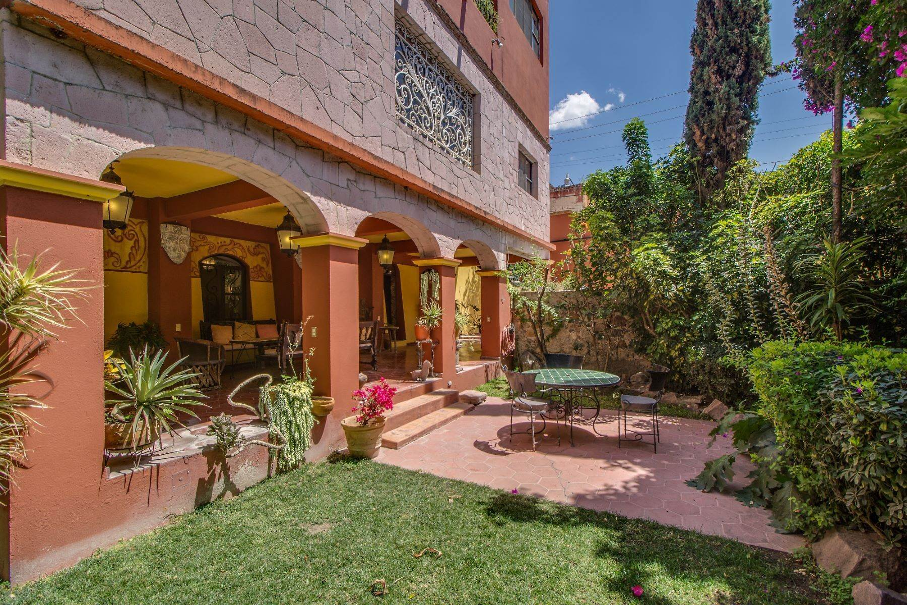 22. Single Family Homes for Sale at Casa Christina San Antonio, San Miguel De Allende, Guanajuato Mexico