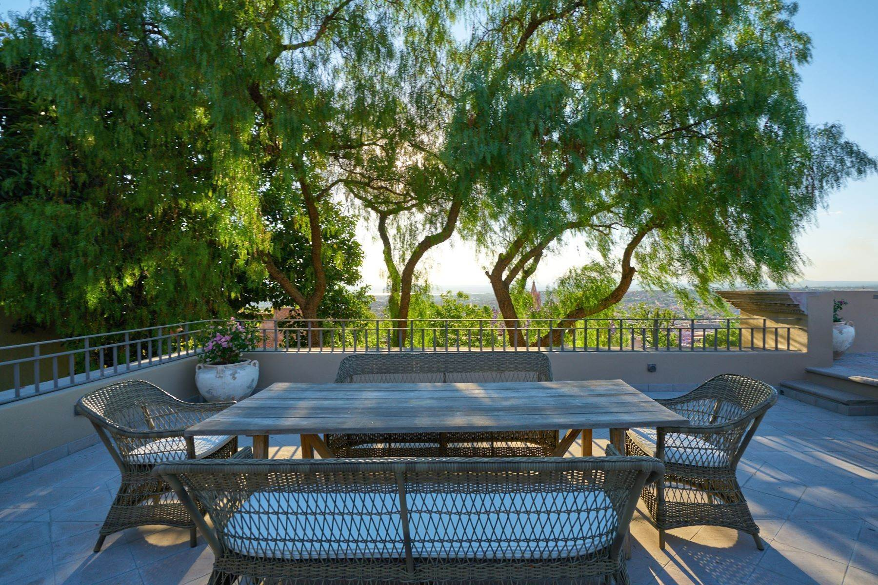 42. Single Family Homes for Sale at Villa Sonoma Bajada de La Garita San Miguel De Allende, Guanajuato 37700 Mexico