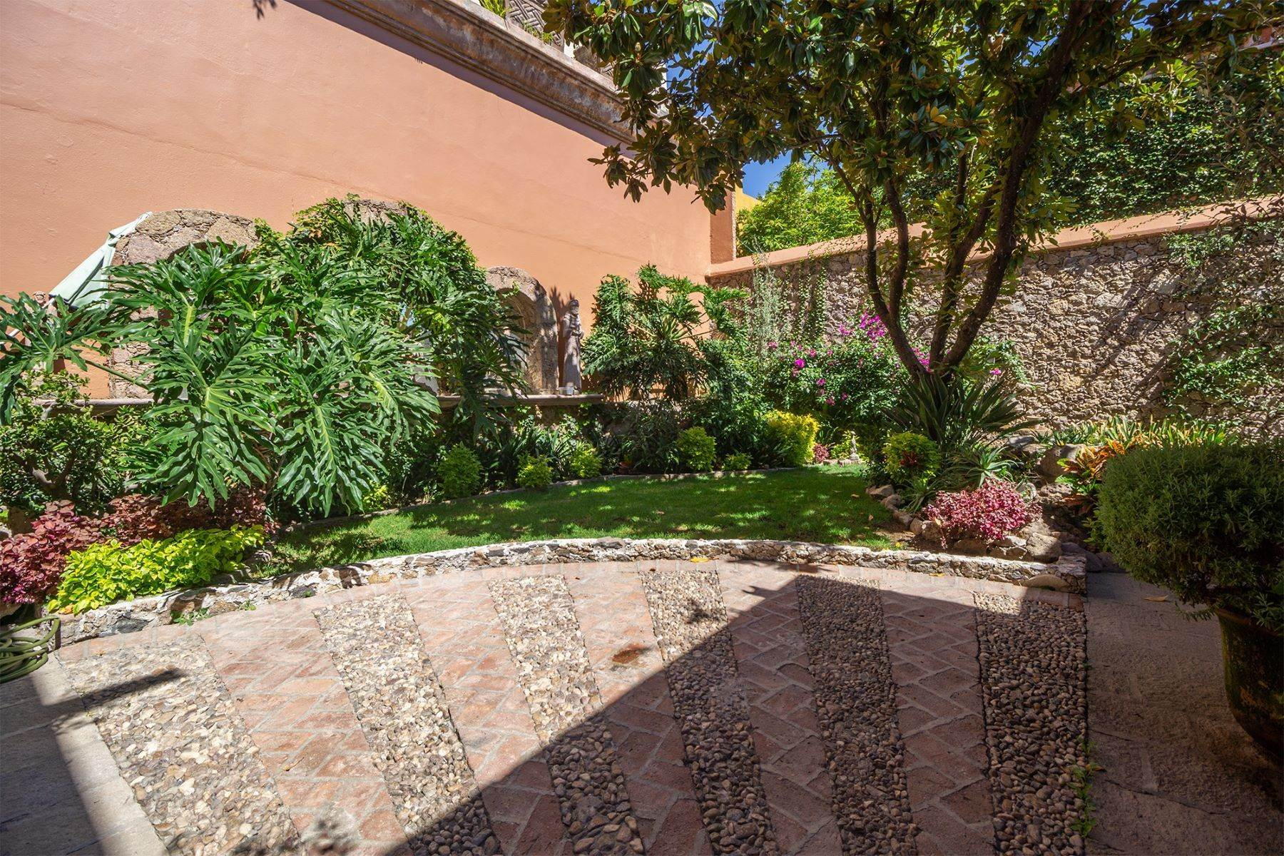 22. Single Family Homes for Sale at Casa Alegre Montitlan San Miguel De Allende, Guanajuato 37720 Mexico