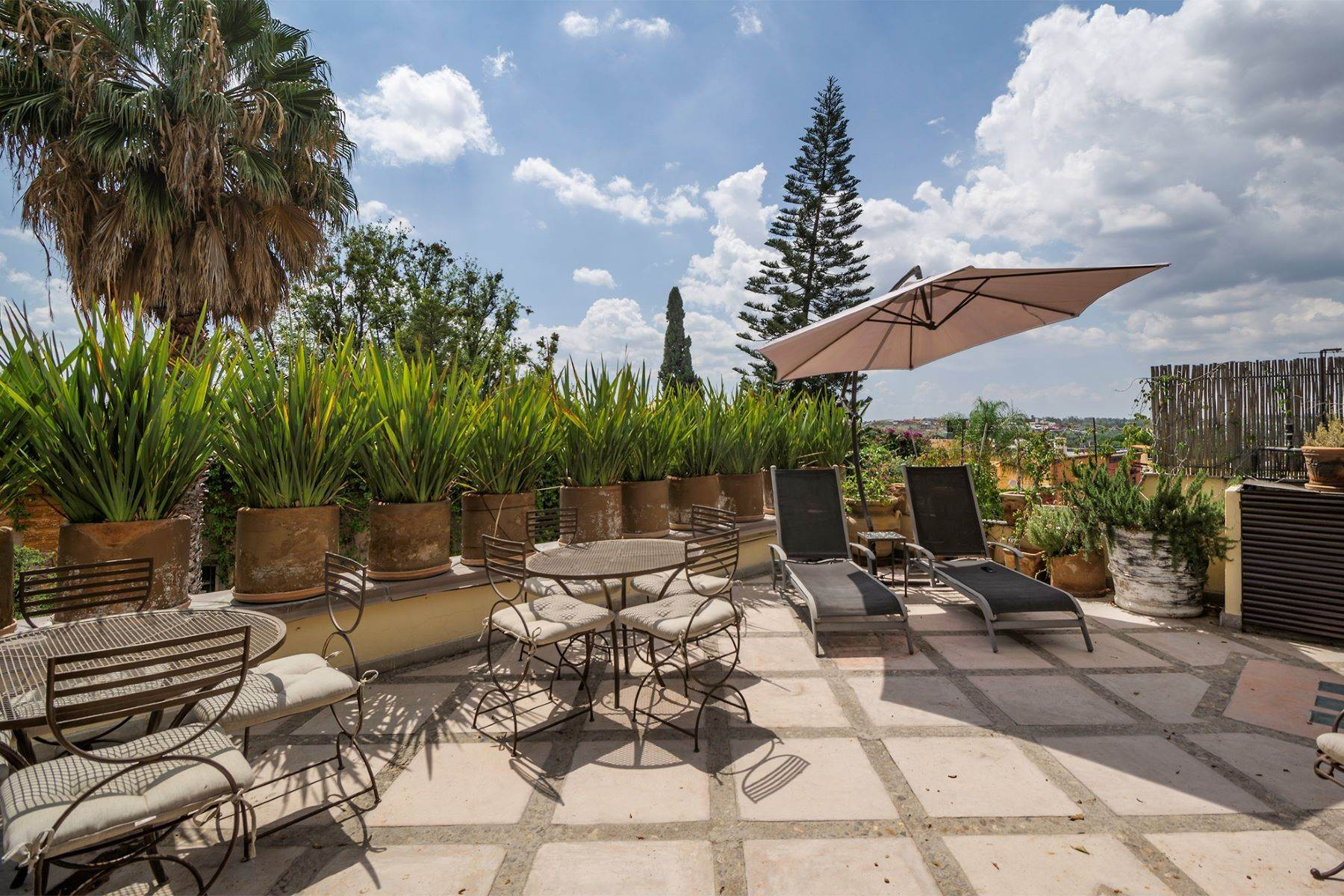 31. Single Family Homes for Sale at Casa Florida Hernandez Macias San Miguel De Allende, Guanajuato 37700 Mexico
