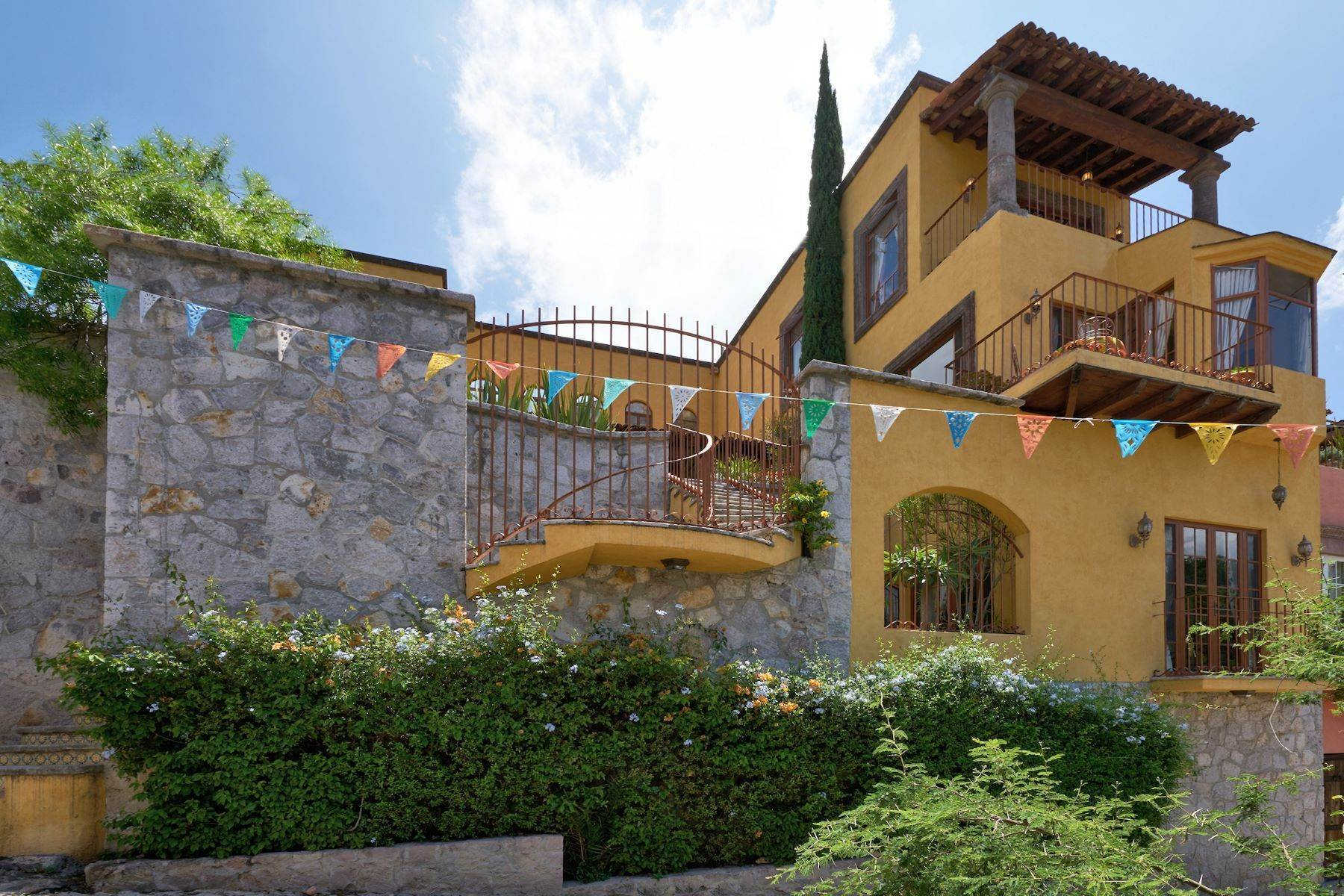 4. Single Family Homes for Sale at Casa Celeste Camino Real a Xichu #35 San Miguel De Allende, Guanajuato 37777 Mexico