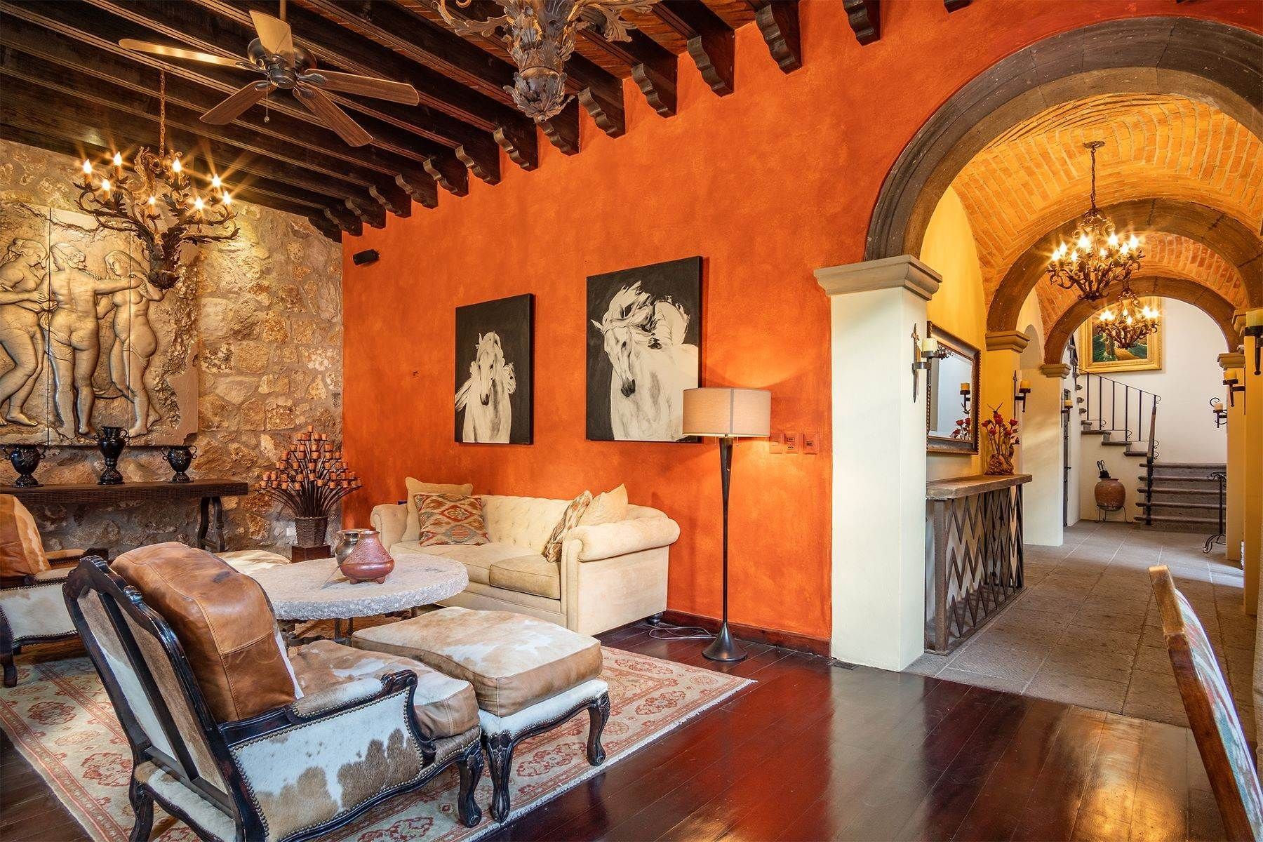 20. Single Family Homes for Sale at Casa William Gracia 9 San Miguel De Allende, Guanajuato 37700 Mexico