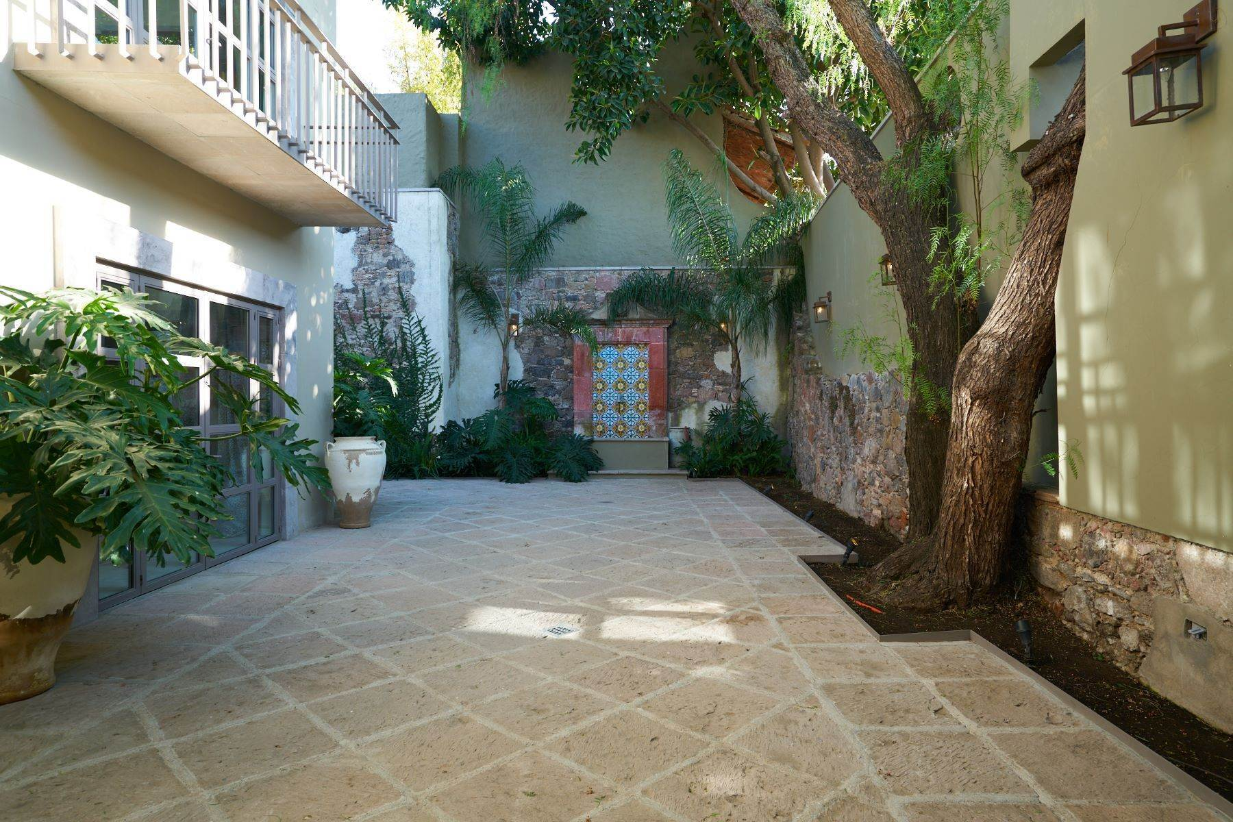 15. Single Family Homes for Sale at Villa Sonoma Bajada de La Garita San Miguel De Allende, Guanajuato 37700 Mexico