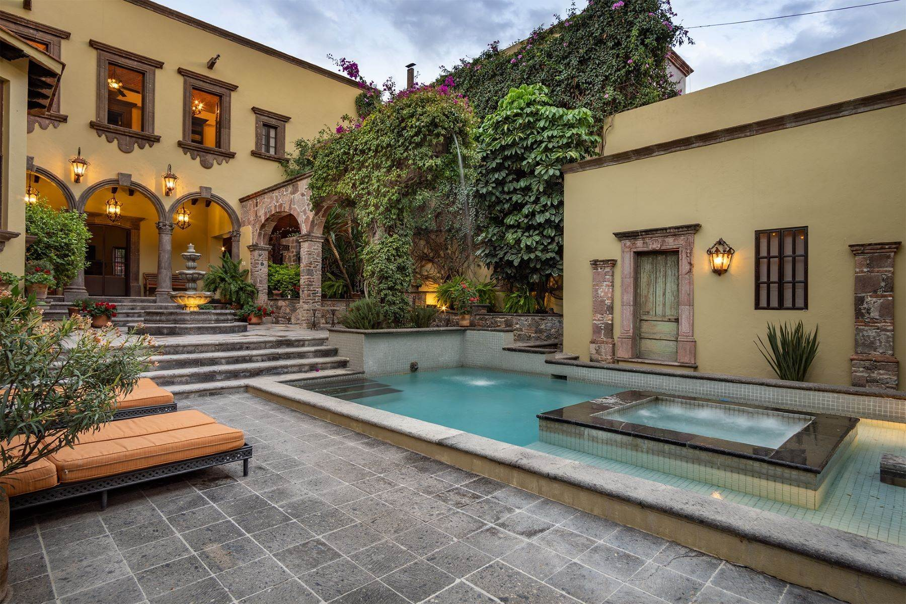 3. Single Family Homes for Sale at Casa William Gracia 9 San Miguel De Allende, Guanajuato 37700 Mexico