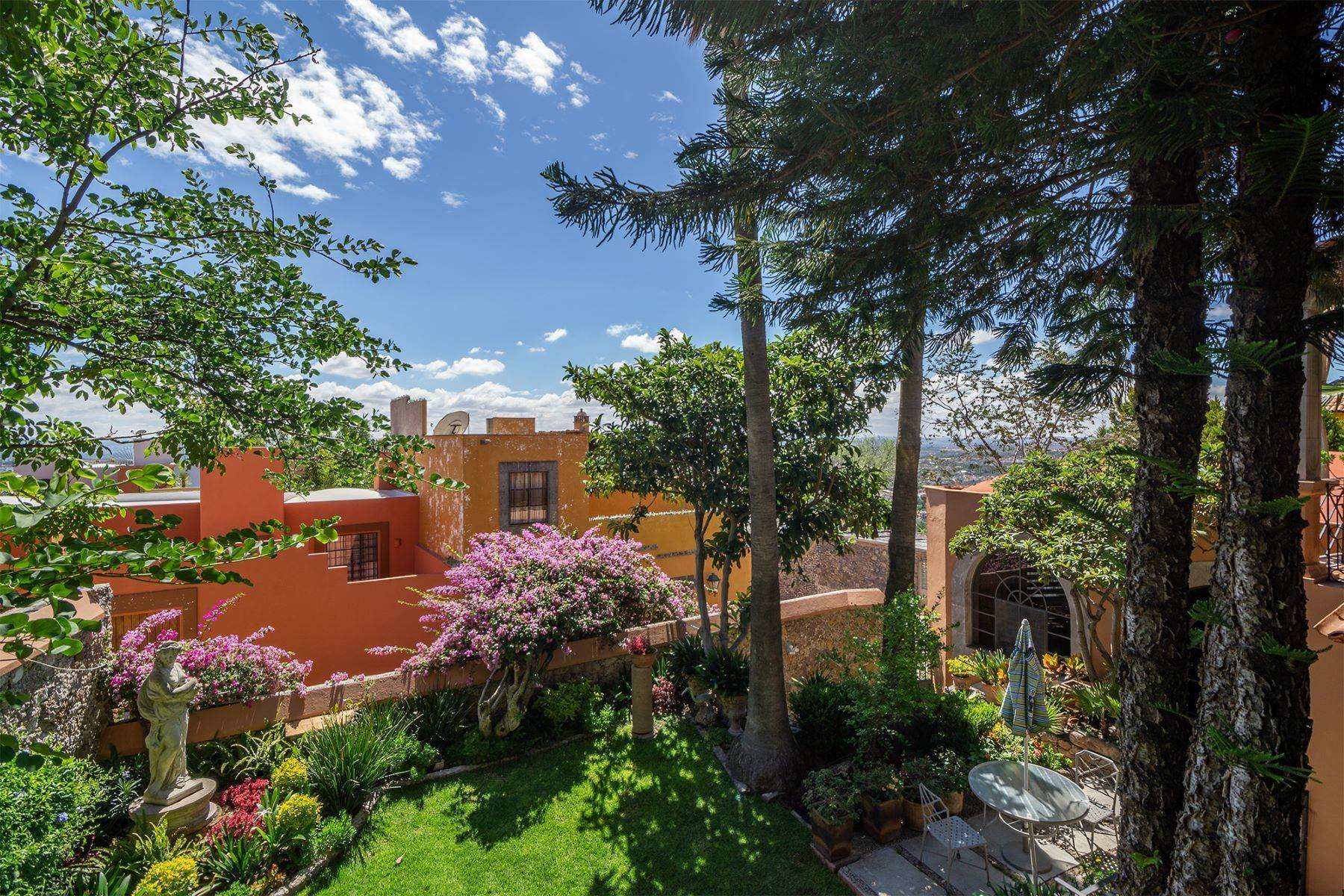 40. Single Family Homes for Sale at Casa Alegre Montitlan San Miguel De Allende, Guanajuato 37720 Mexico
