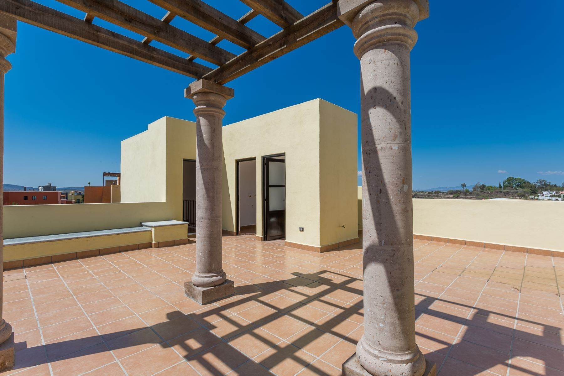 33. Single Family Homes for Sale at Villa Jardín Camino Norte, El Capricho San Miguel De Allende, Guanajuato 37700 Mexico
