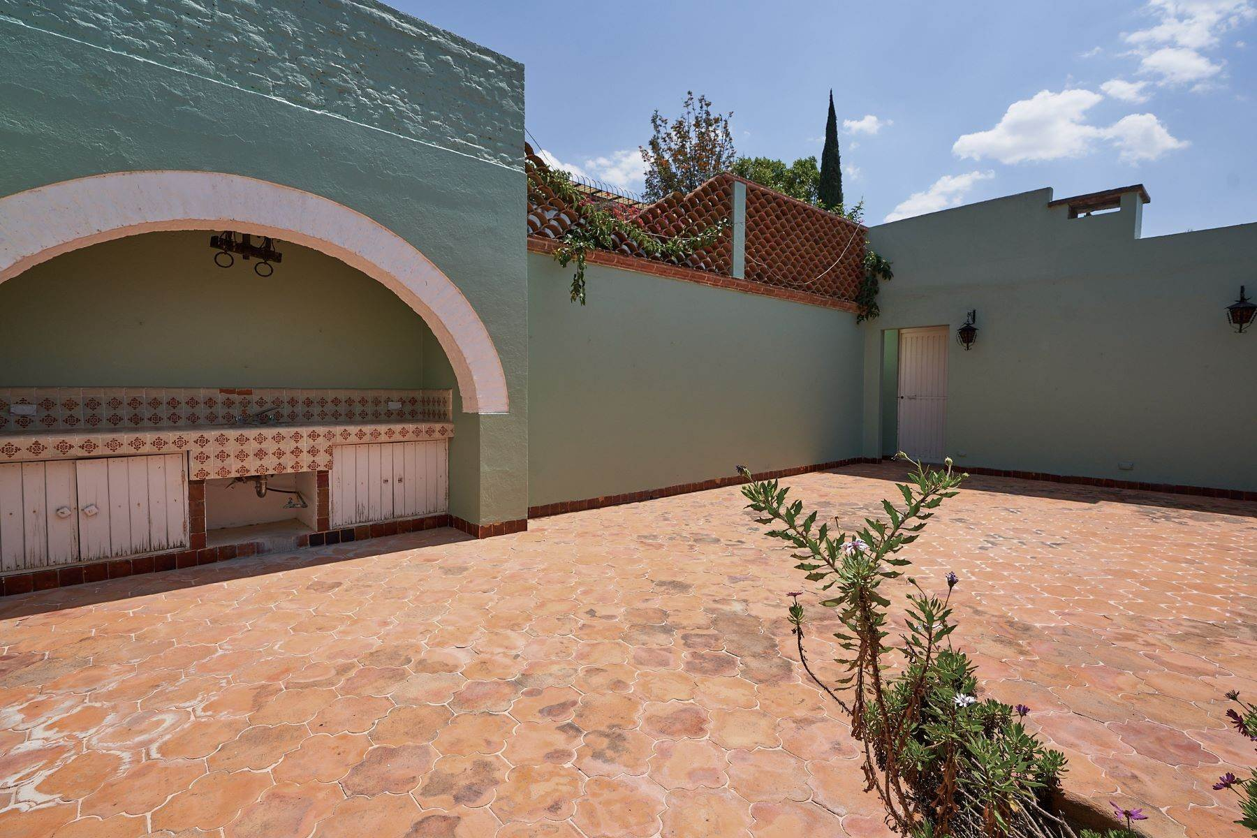 24. Single Family Homes for Sale at Faroles 10 San Miguel De Allende, Guanajuato 37740 Mexico