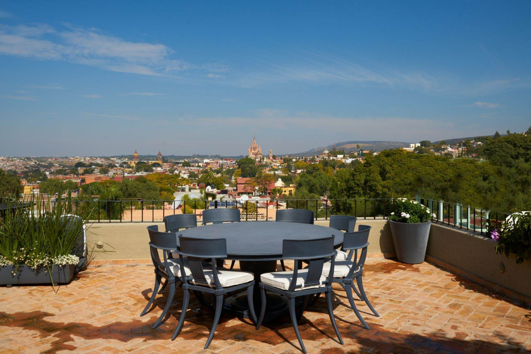 37. Single Family Homes for Sale at Casa Shangri-La Moras 3 B San Miguel De Allende, Guanajuato 37700 Mexico