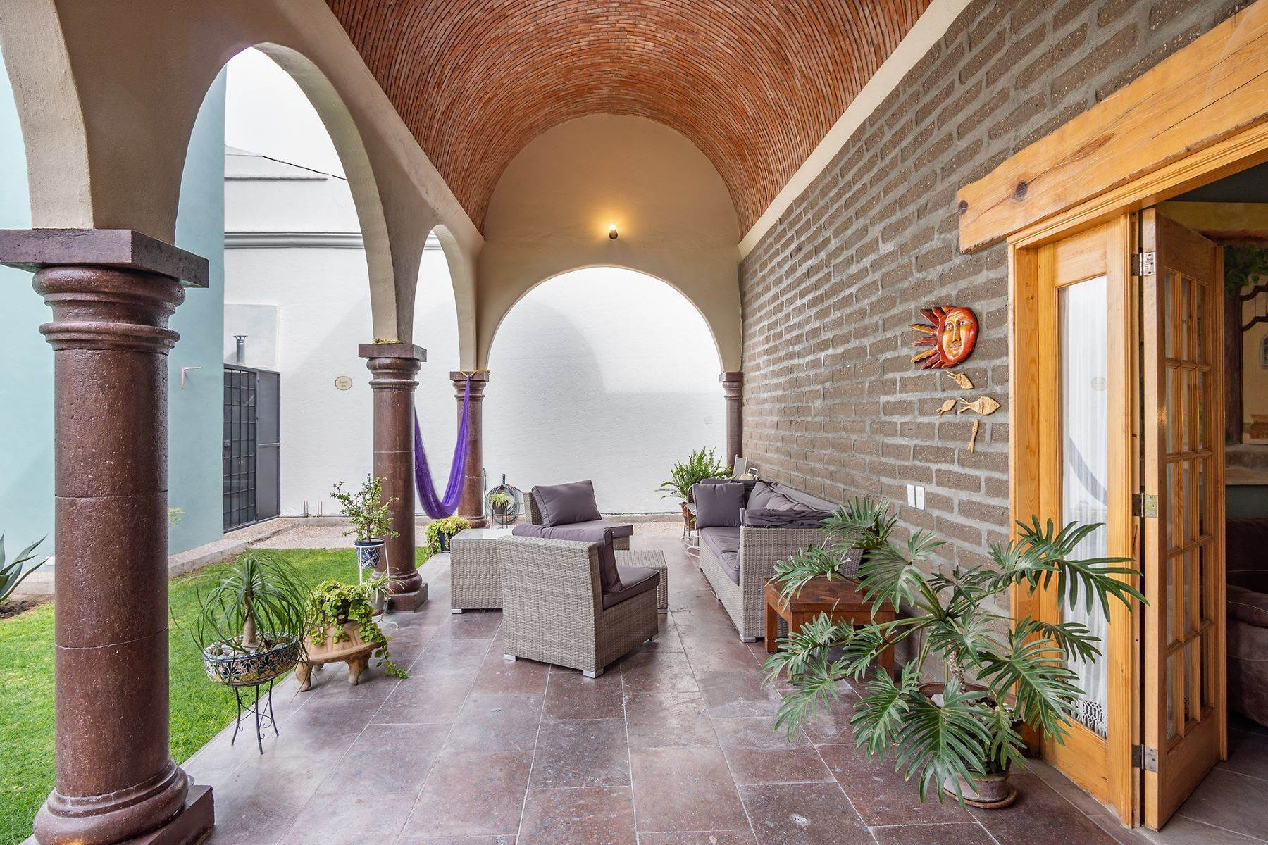 6. Single Family Homes for Sale at Casa Jardin Fray Juan de San Miguel San Miguel De Allende, Guanajuato 37790 Mexico