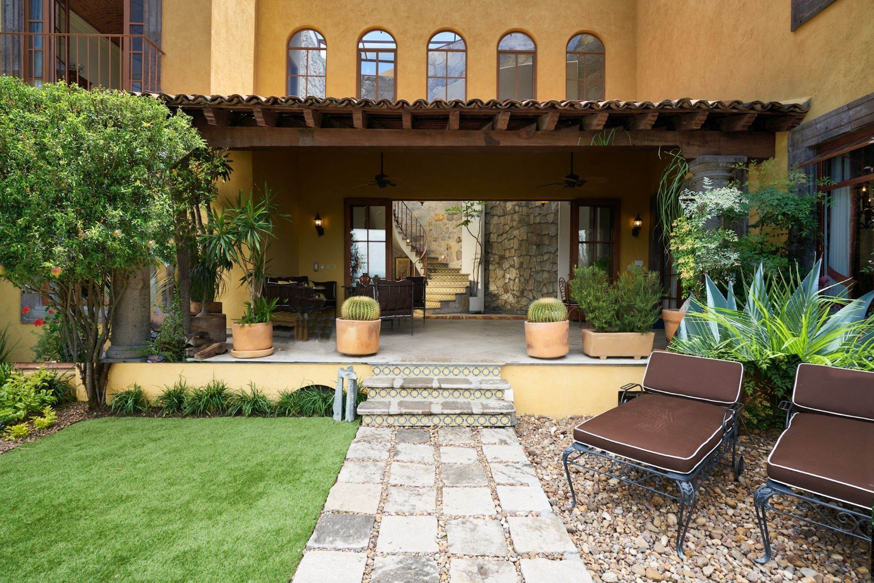 6. Single Family Homes for Sale at Casa Celeste Camino Real a Xichu #35 San Miguel De Allende, Guanajuato 37777 Mexico
