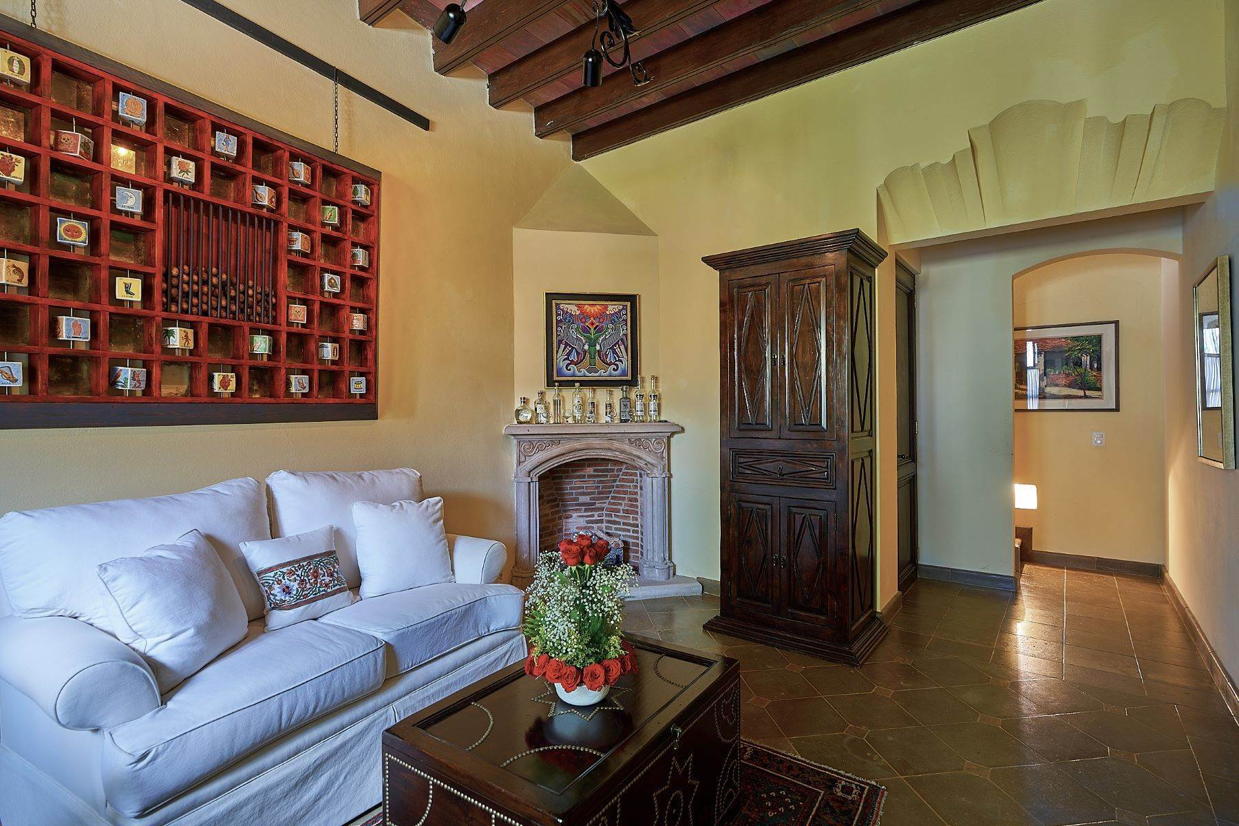 32. Single Family Homes for Sale at Casa Ixchel Privada de Pila Seca 6 San Miguel De Allende, Guanajuato 37700 Mexico