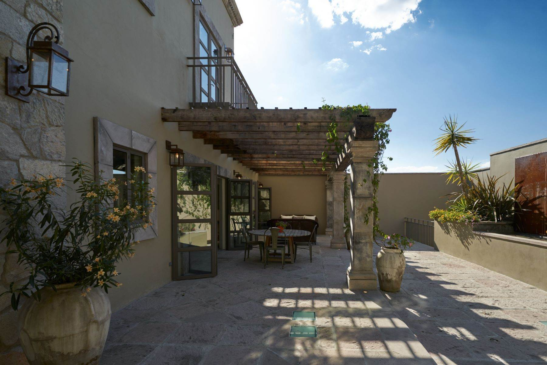 3. Single Family Homes for Sale at Villa Sonoma Bajada de La Garita San Miguel De Allende, Guanajuato 37700 Mexico