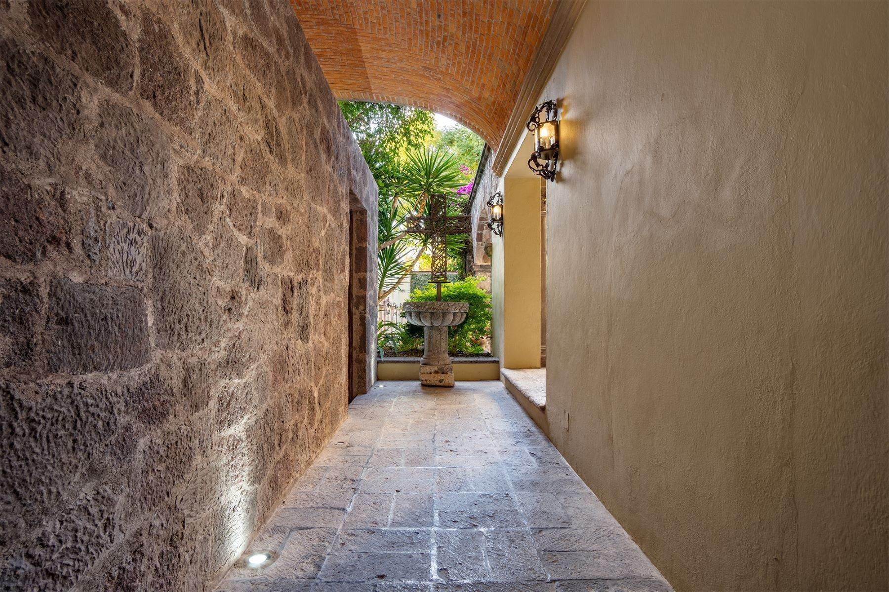13. Single Family Homes for Sale at Casa William Gracia 9 San Miguel De Allende, Guanajuato 37700 Mexico