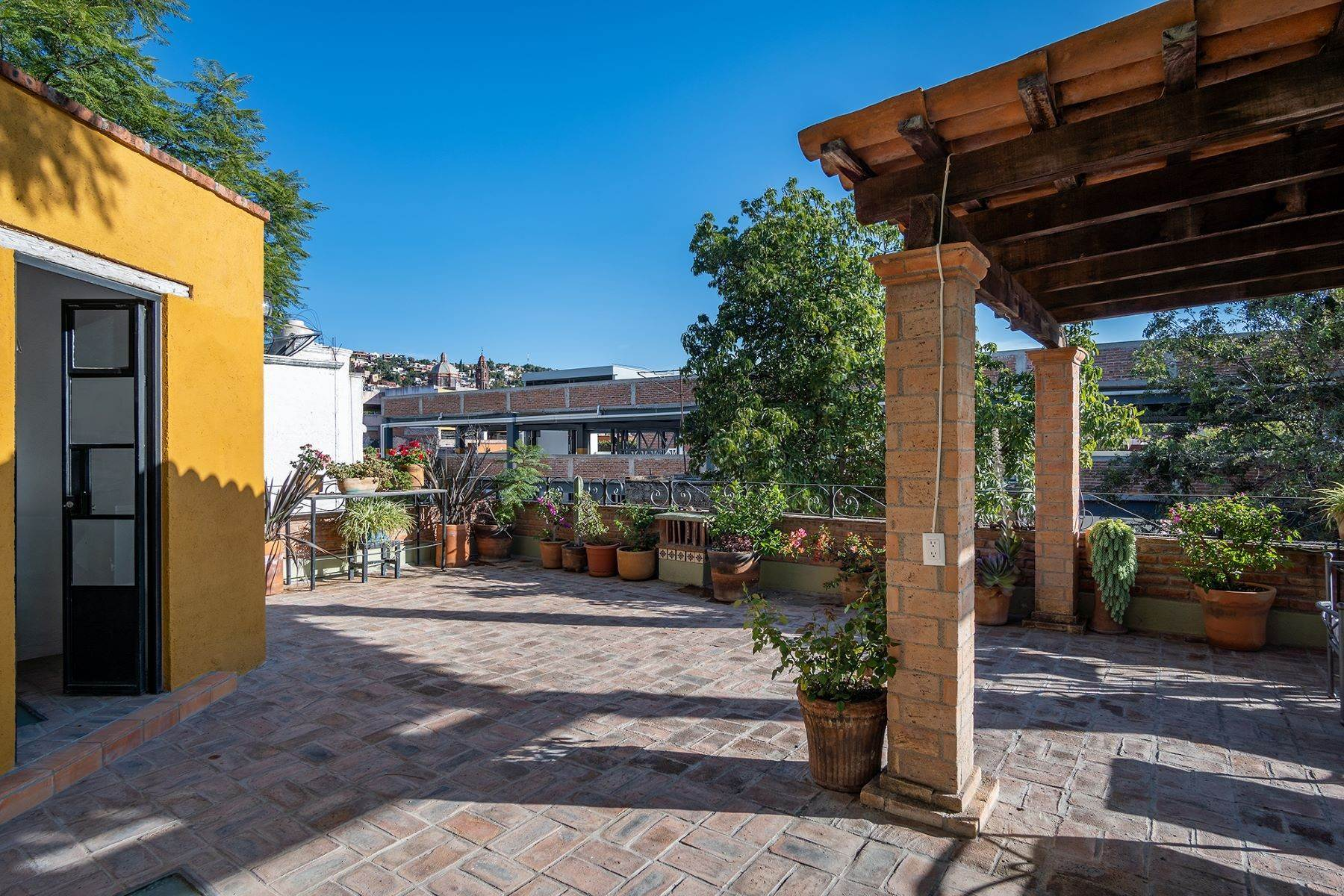 25. Single Family Homes for Sale at Casa Jacarandas Hernandez Macias San Miguel De Allende, Guanajuato 37700 Mexico