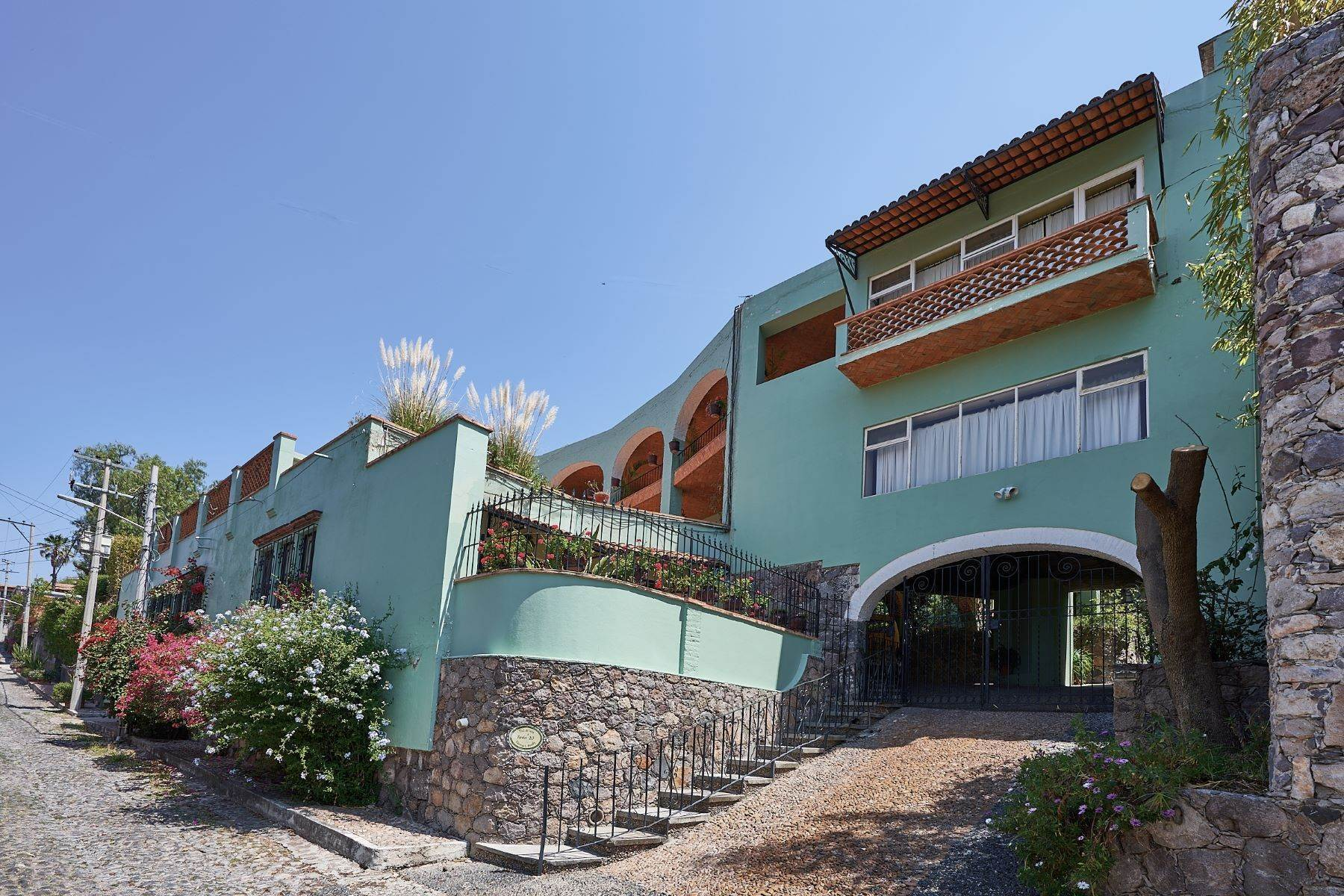 2. Single Family Homes for Sale at Faroles 10 San Miguel De Allende, Guanajuato 37740 Mexico
