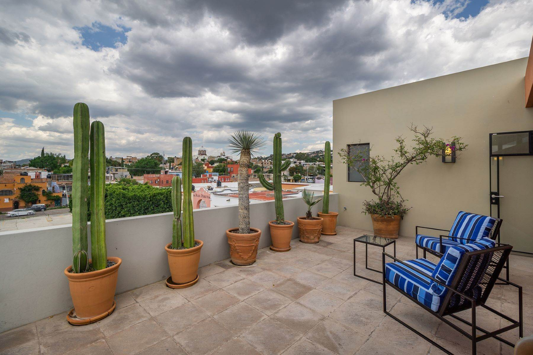 20. Single Family Homes for Sale at Chimal Loft Miguel Araujo 1B San Miguel De Allende, Guanajuato 37700 Mexico
