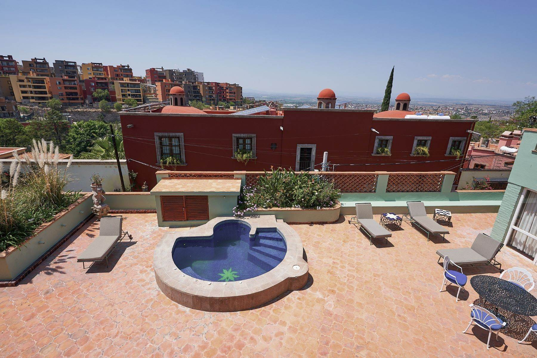 23. Single Family Homes for Sale at Faroles 10 San Miguel De Allende, Guanajuato 37740 Mexico