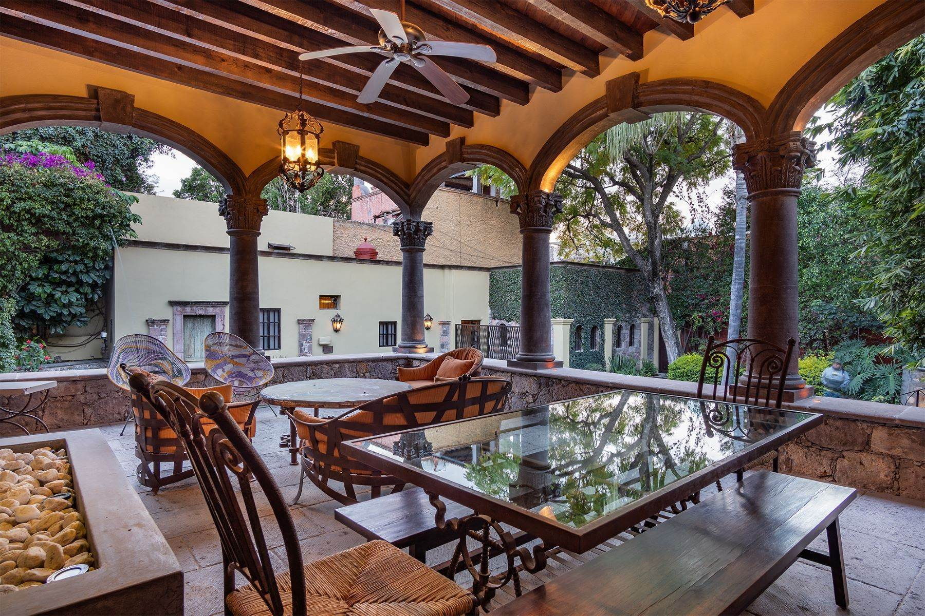 21. Single Family Homes for Sale at Casa William Gracia 9 San Miguel De Allende, Guanajuato 37700 Mexico