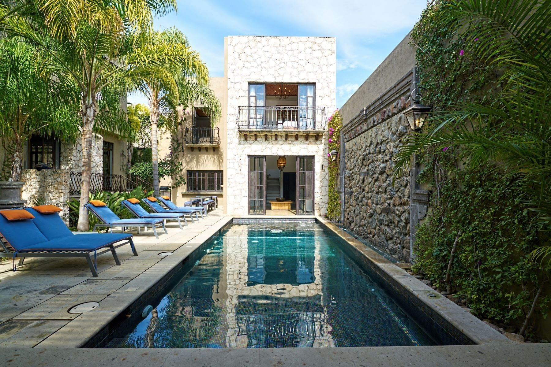 31. Single Family Homes for Sale at Casa Shangri-La Moras 3 B San Miguel De Allende, Guanajuato 37700 Mexico