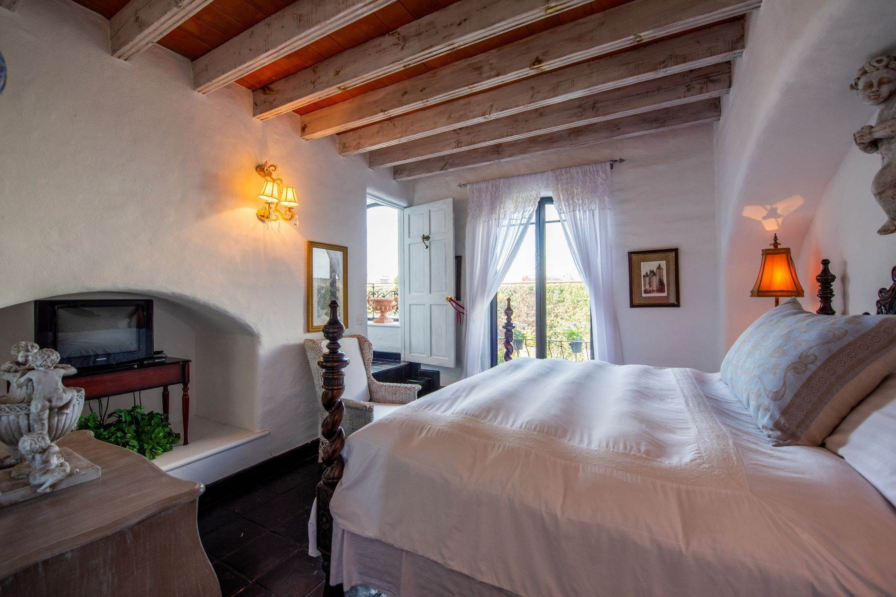 32. Single Family Homes for Sale at Casa Mi Besito Atascadero, San Miguel De Allende, Guanajuato Mexico