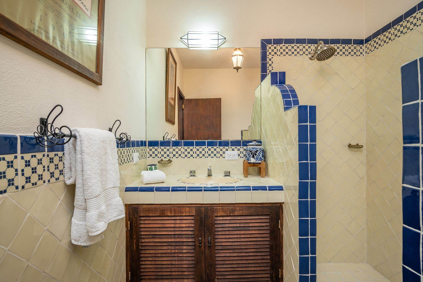 19. Single Family Homes for Sale at Casa Jacarandas Hernandez Macias San Miguel De Allende, Guanajuato 37700 Mexico