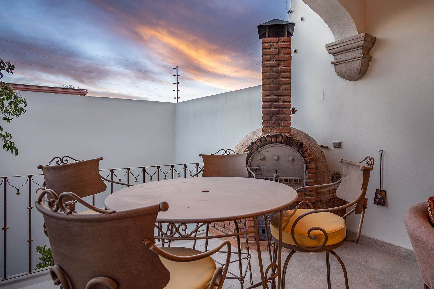 26. Single Family Homes for Sale at Casa que Canta Porton 23 San Miguel De Allende, Guanajuato 37740 Mexico