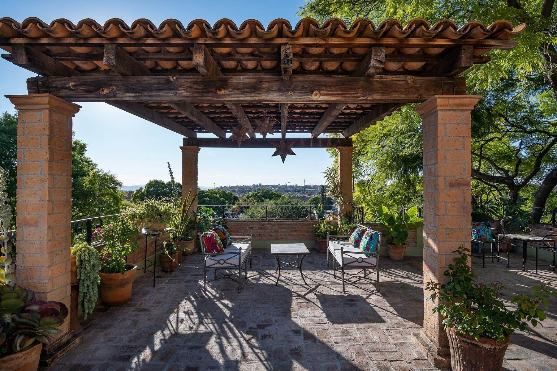 26. Single Family Homes for Sale at Casa Jacarandas Hernandez Macias San Miguel De Allende, Guanajuato 37700 Mexico