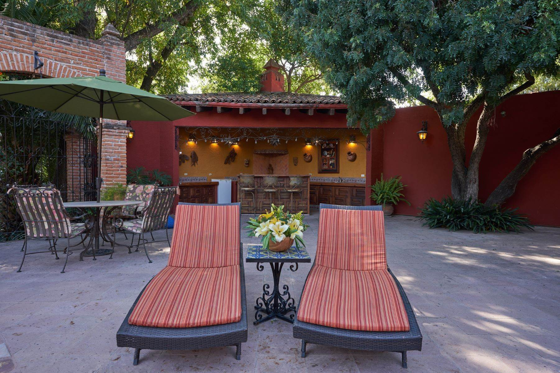 7. Single Family Homes for Sale at Casa de la Luz San Miguel De Allende, Guanajuato 37700 Mexico