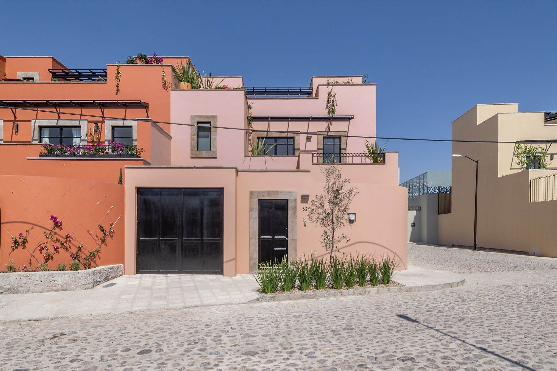 19. Single Family Homes for Sale at Aurora Twelve Guadalupe, San Miguel De Allende, Guanajuato Mexico