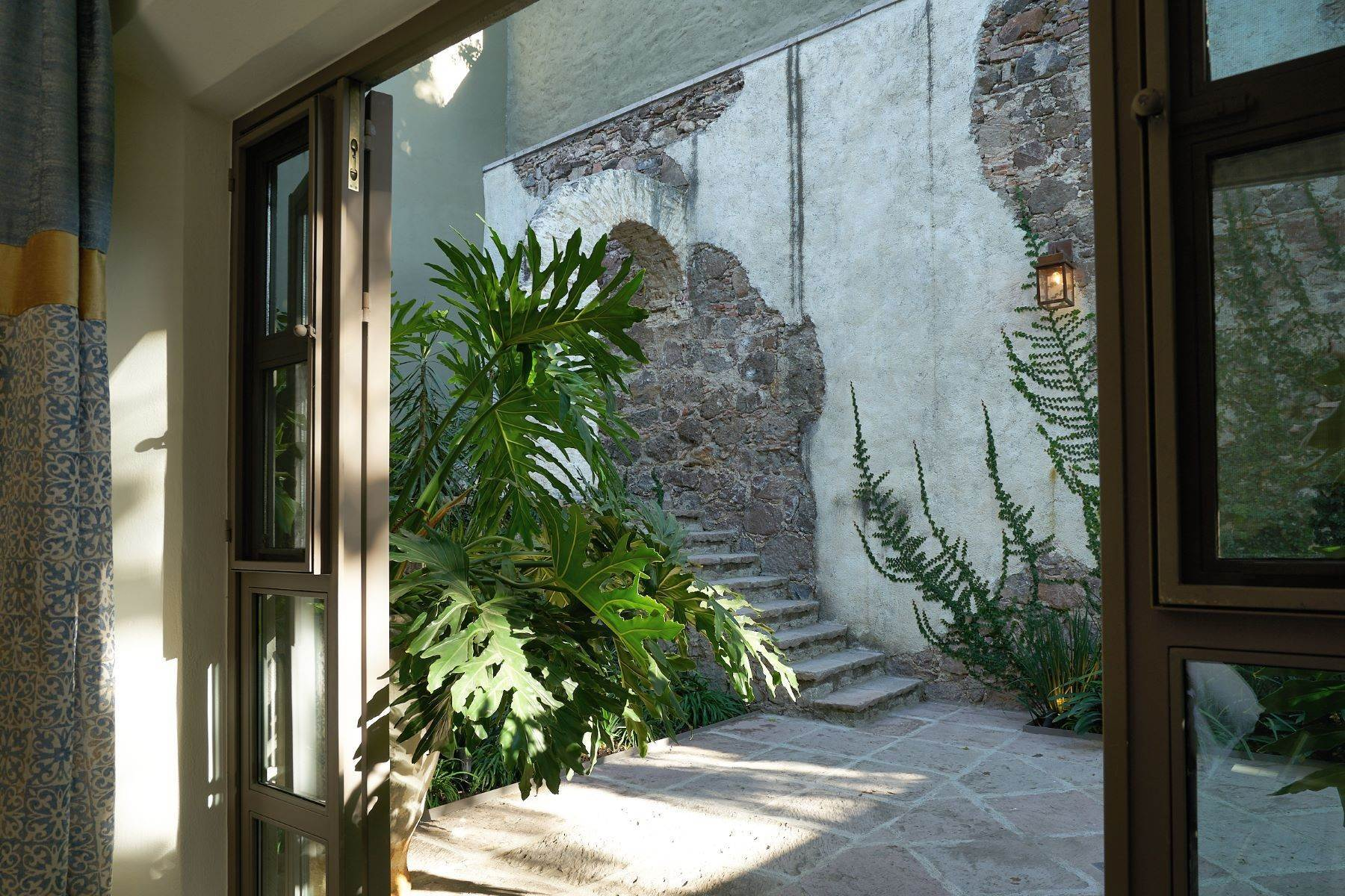 25. Single Family Homes for Sale at Villa Sonoma Bajada de La Garita San Miguel De Allende, Guanajuato 37700 Mexico