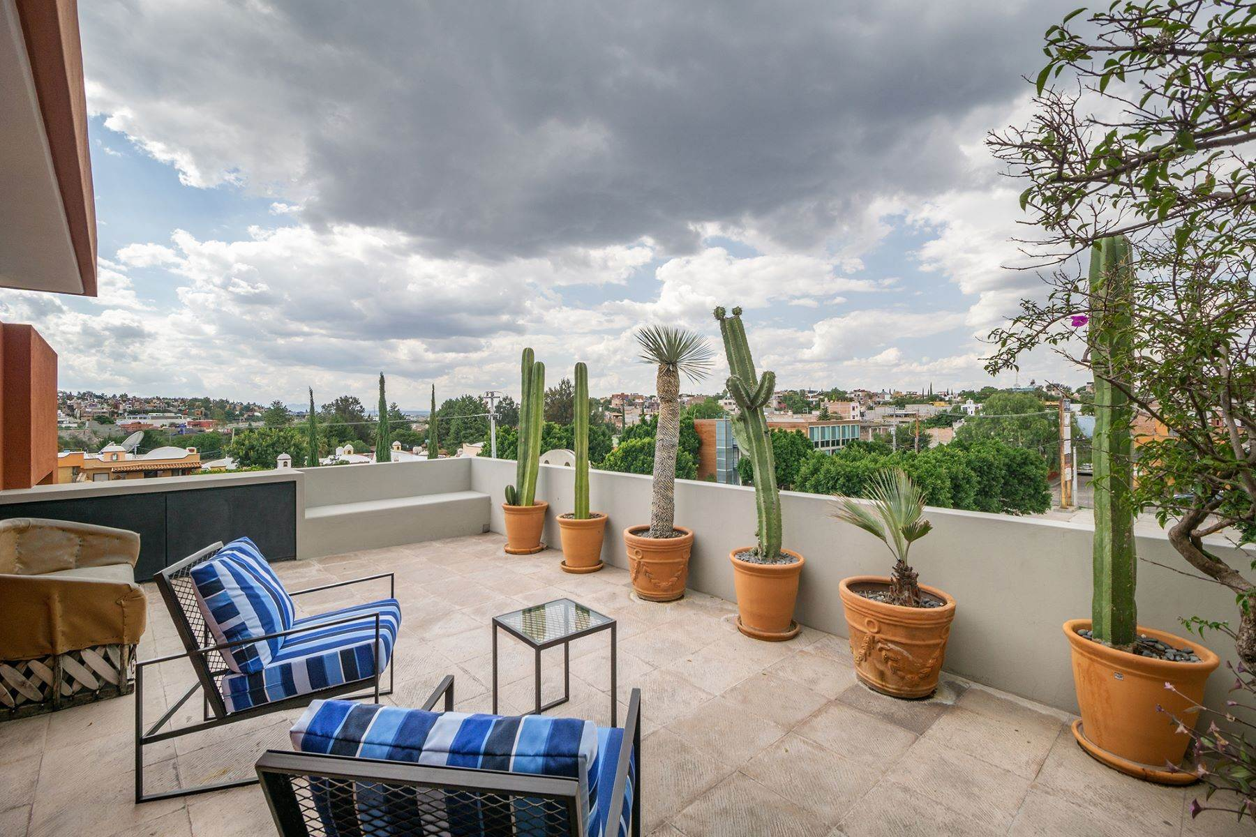 16. Single Family Homes for Sale at Chimal Loft Miguel Araujo 1B San Miguel De Allende, Guanajuato 37700 Mexico