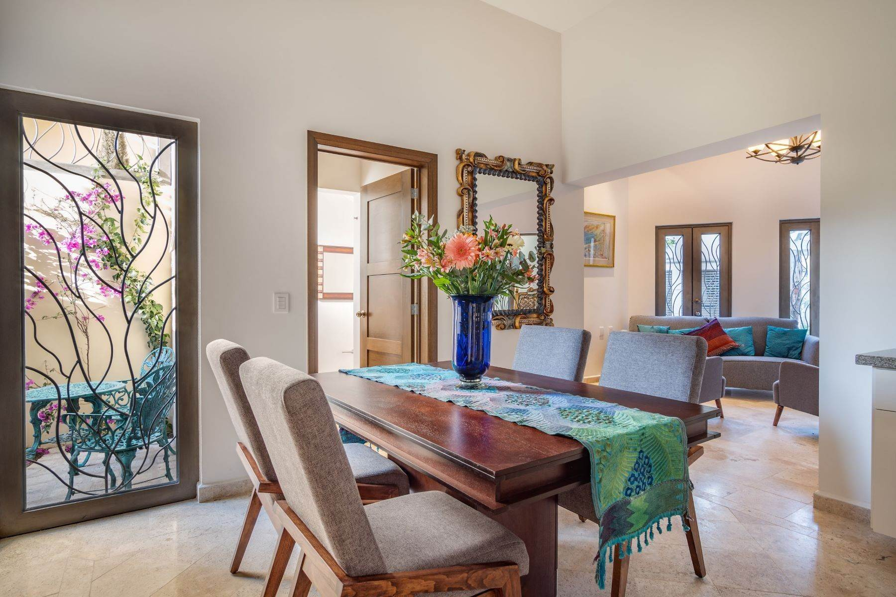 7. Single Family Homes for Sale at Guadalupe Condo Amado Nervo 8-A San Miguel De Allende, Guanajuato 37710 Mexico