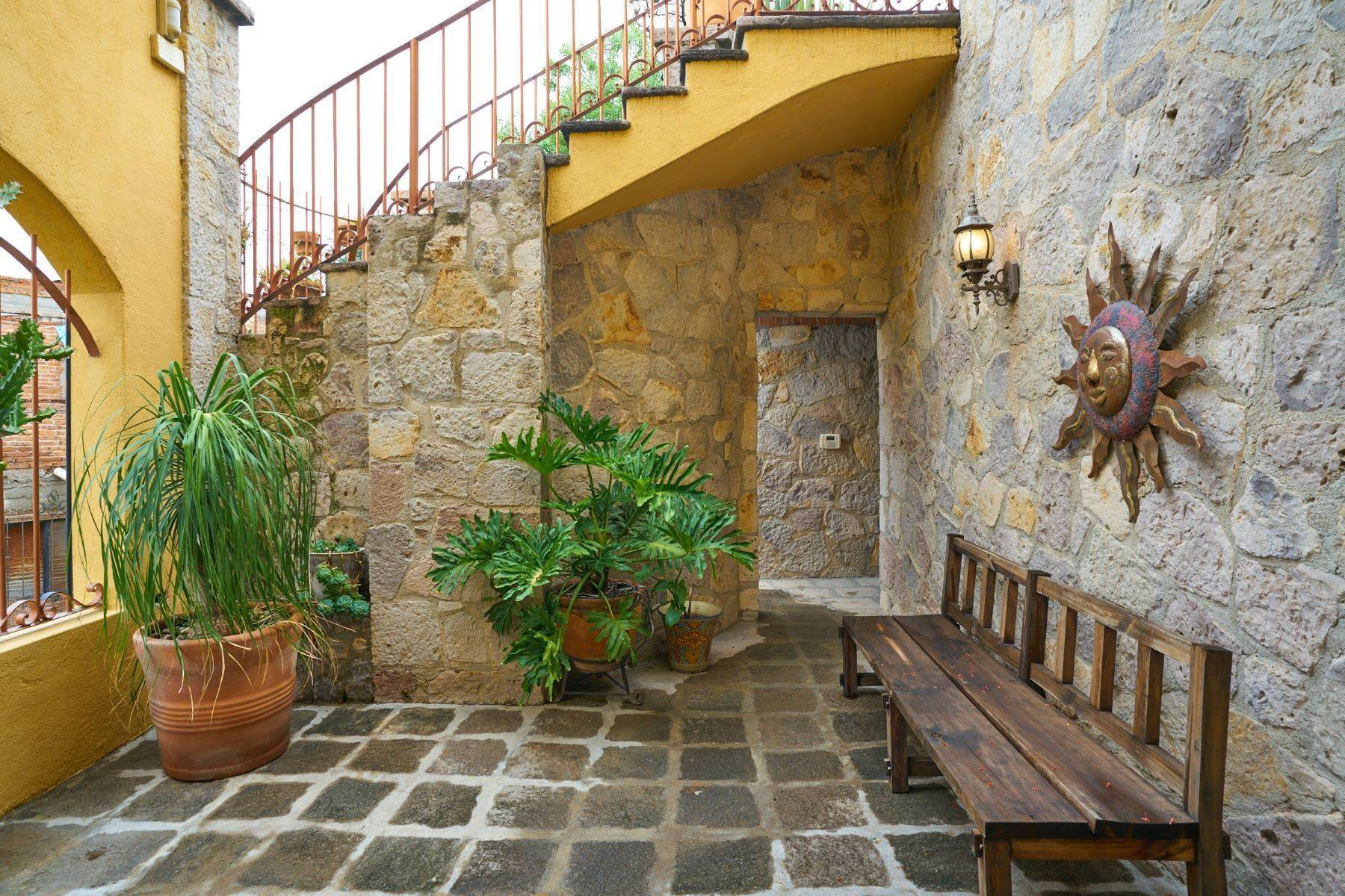 27. Single Family Homes for Sale at Casa Celeste Camino Real a Xichu #35 San Miguel De Allende, Guanajuato 37777 Mexico
