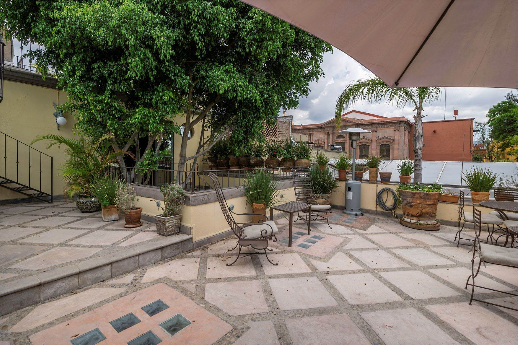 33. Single Family Homes for Sale at Casa Florida Hernandez Macias San Miguel De Allende, Guanajuato 37700 Mexico