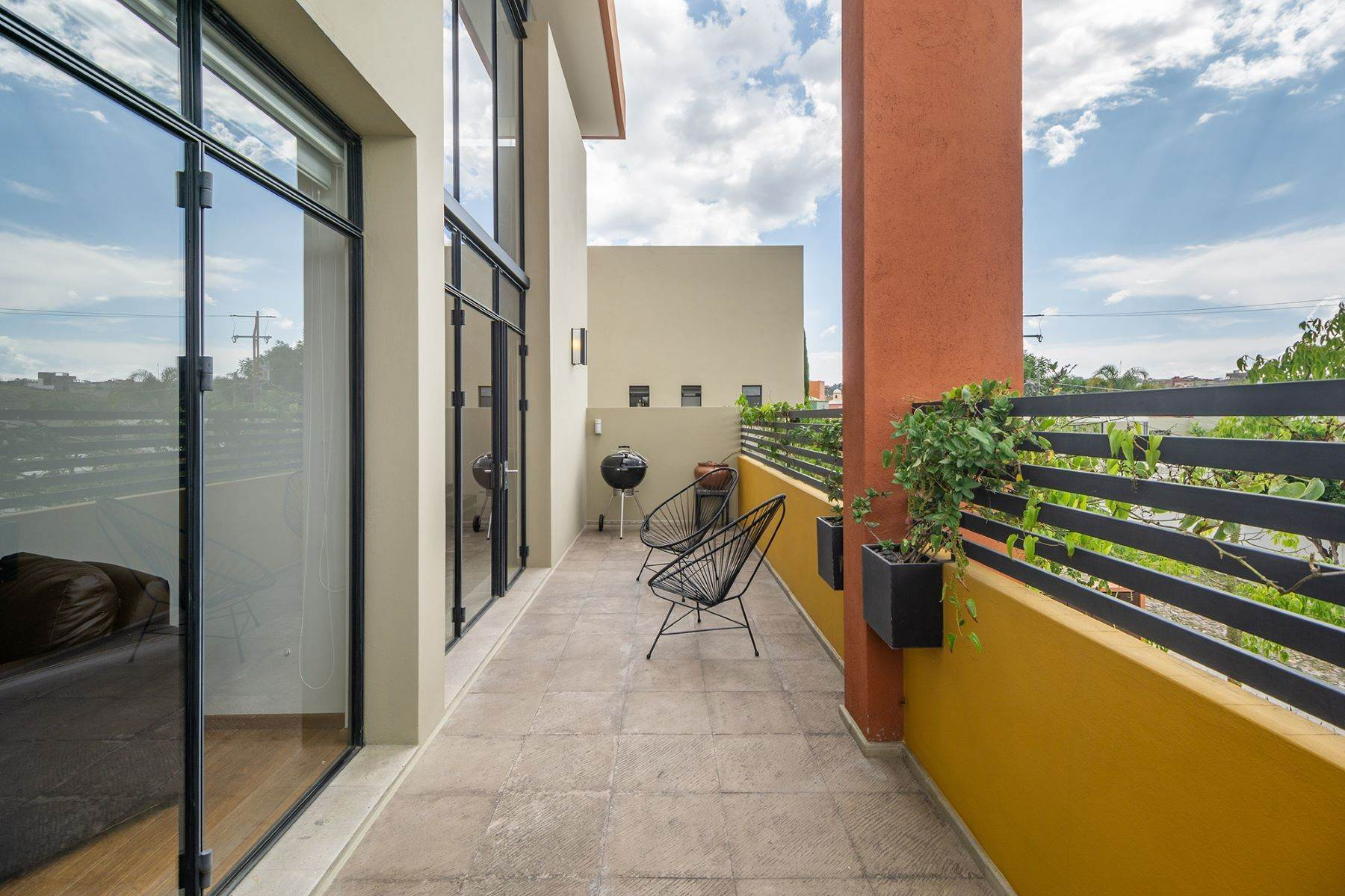18. Single Family Homes for Sale at Chimal Loft Miguel Araujo 1B San Miguel De Allende, Guanajuato 37700 Mexico