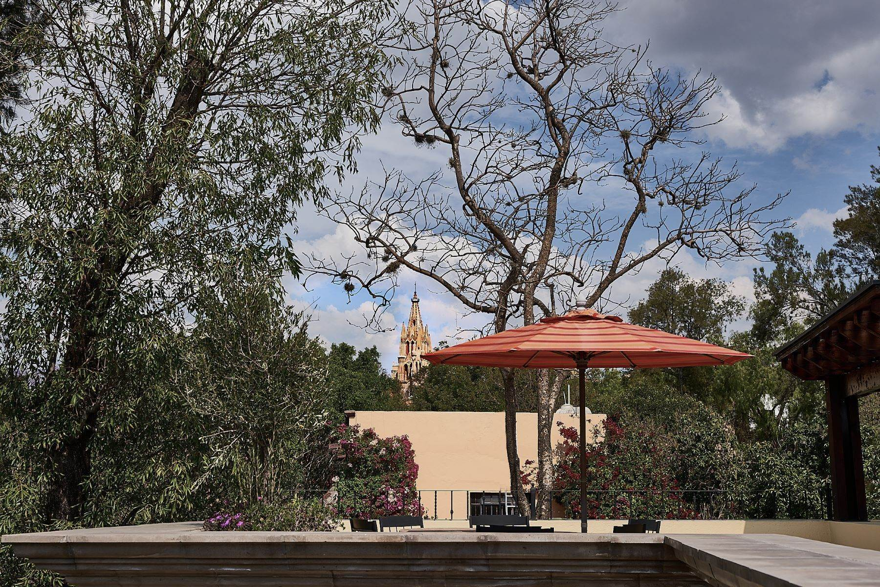 33. Single Family Homes for Sale at Casa Ixchel Privada de Pila Seca 6 San Miguel De Allende, Guanajuato 37700 Mexico