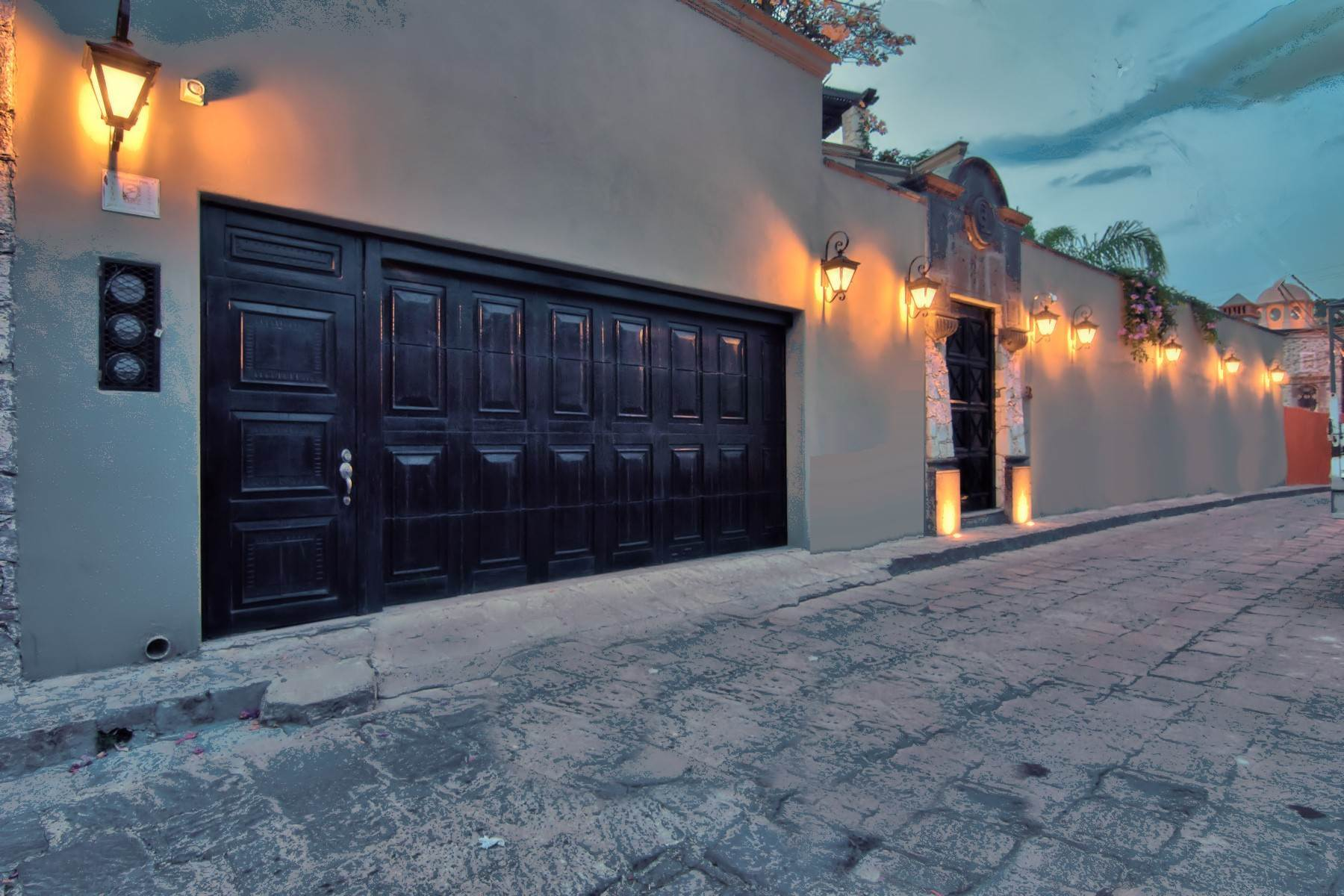 38. Single Family Homes for Sale at Casa Shangri-La Moras 3 B San Miguel De Allende, Guanajuato 37700 Mexico