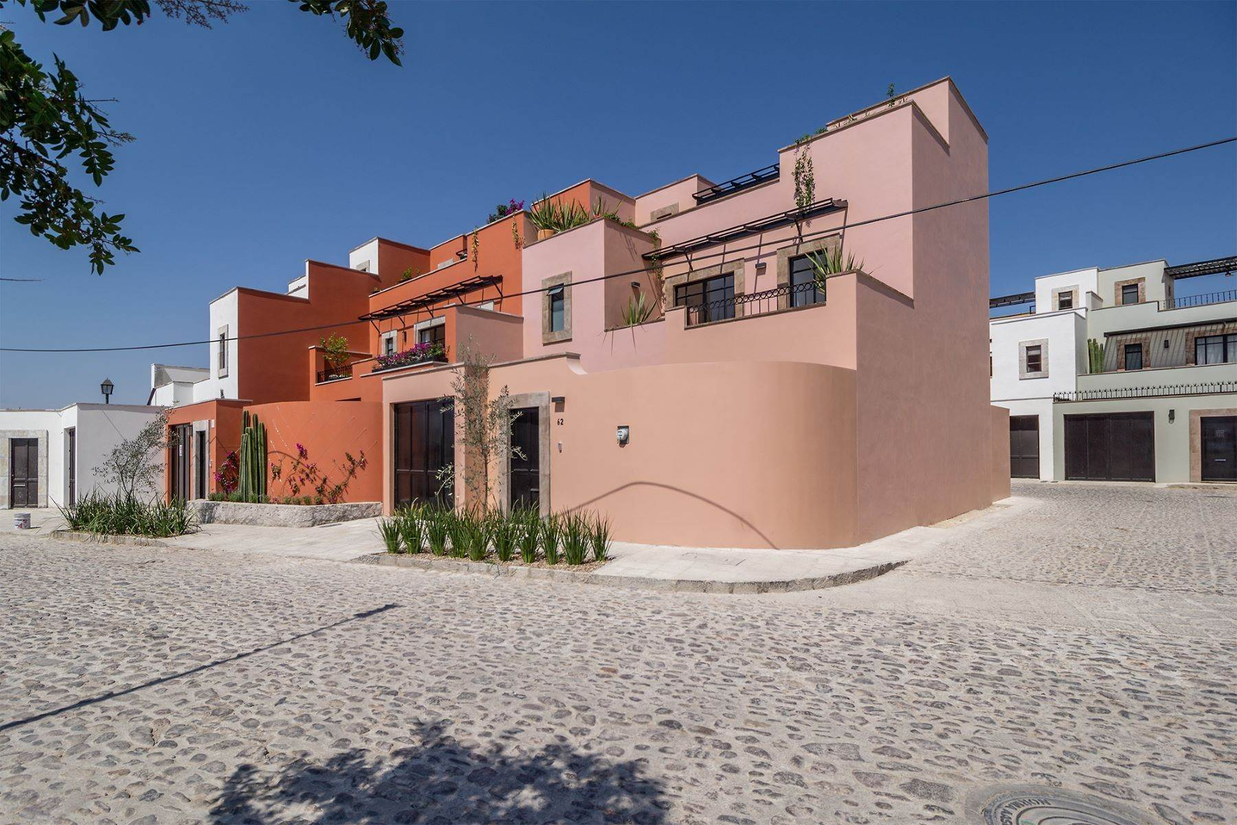 20. Single Family Homes for Sale at Aurora Twelve Guadalupe, San Miguel De Allende, Guanajuato Mexico