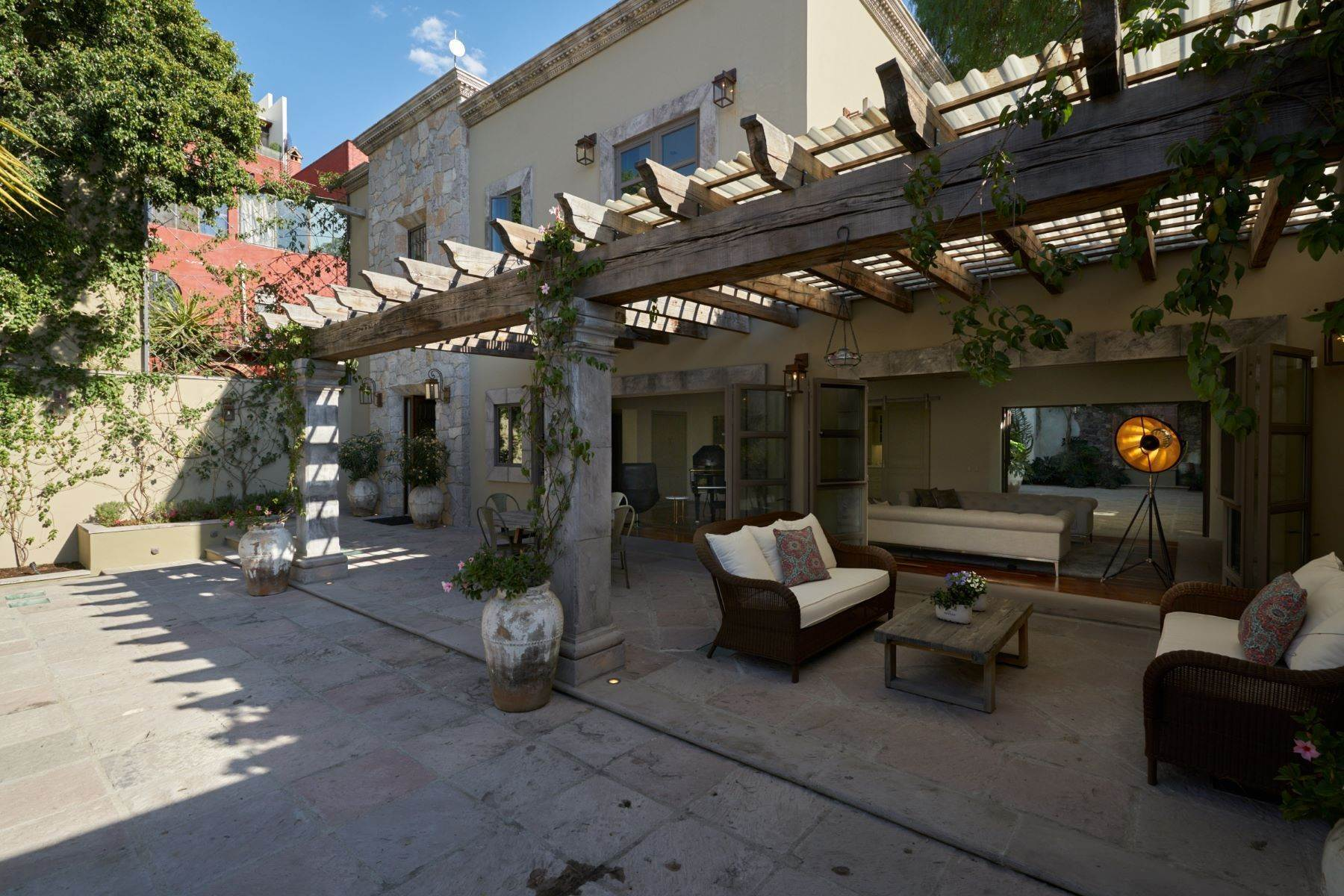 4. Single Family Homes for Sale at Villa Sonoma Bajada de La Garita San Miguel De Allende, Guanajuato 37700 Mexico