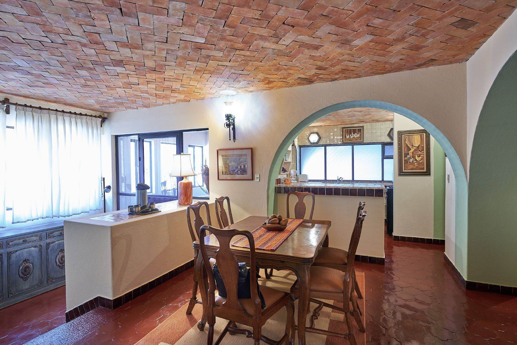 31. Single Family Homes for Sale at Faroles 10 San Miguel De Allende, Guanajuato 37740 Mexico