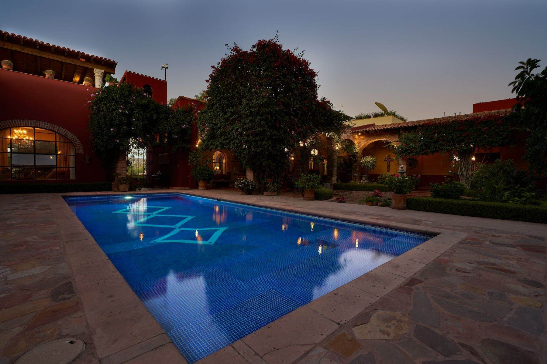 6. Single Family Homes for Sale at Casa de la Luz San Miguel De Allende, Guanajuato 37700 Mexico
