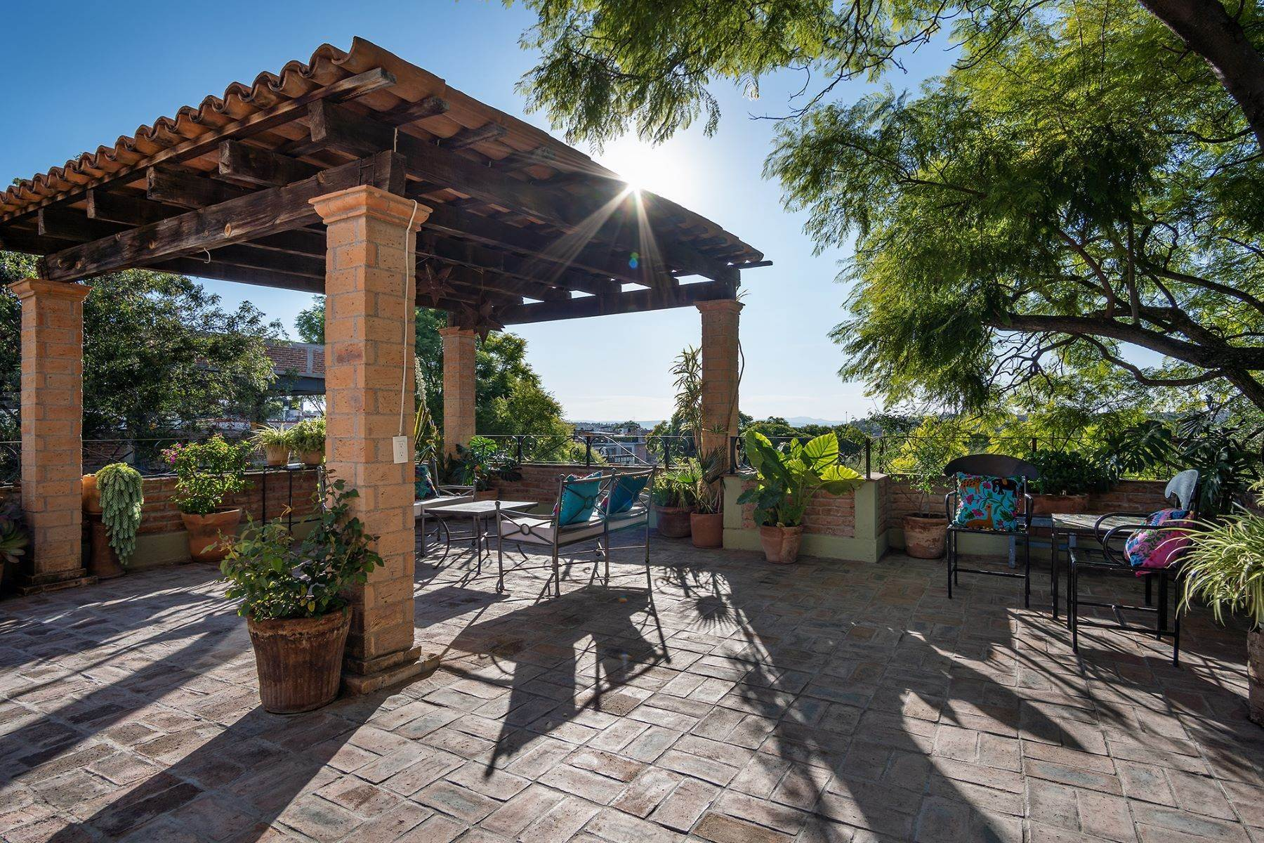 21. Single Family Homes for Sale at Casa Jacarandas Hernandez Macias San Miguel De Allende, Guanajuato 37700 Mexico