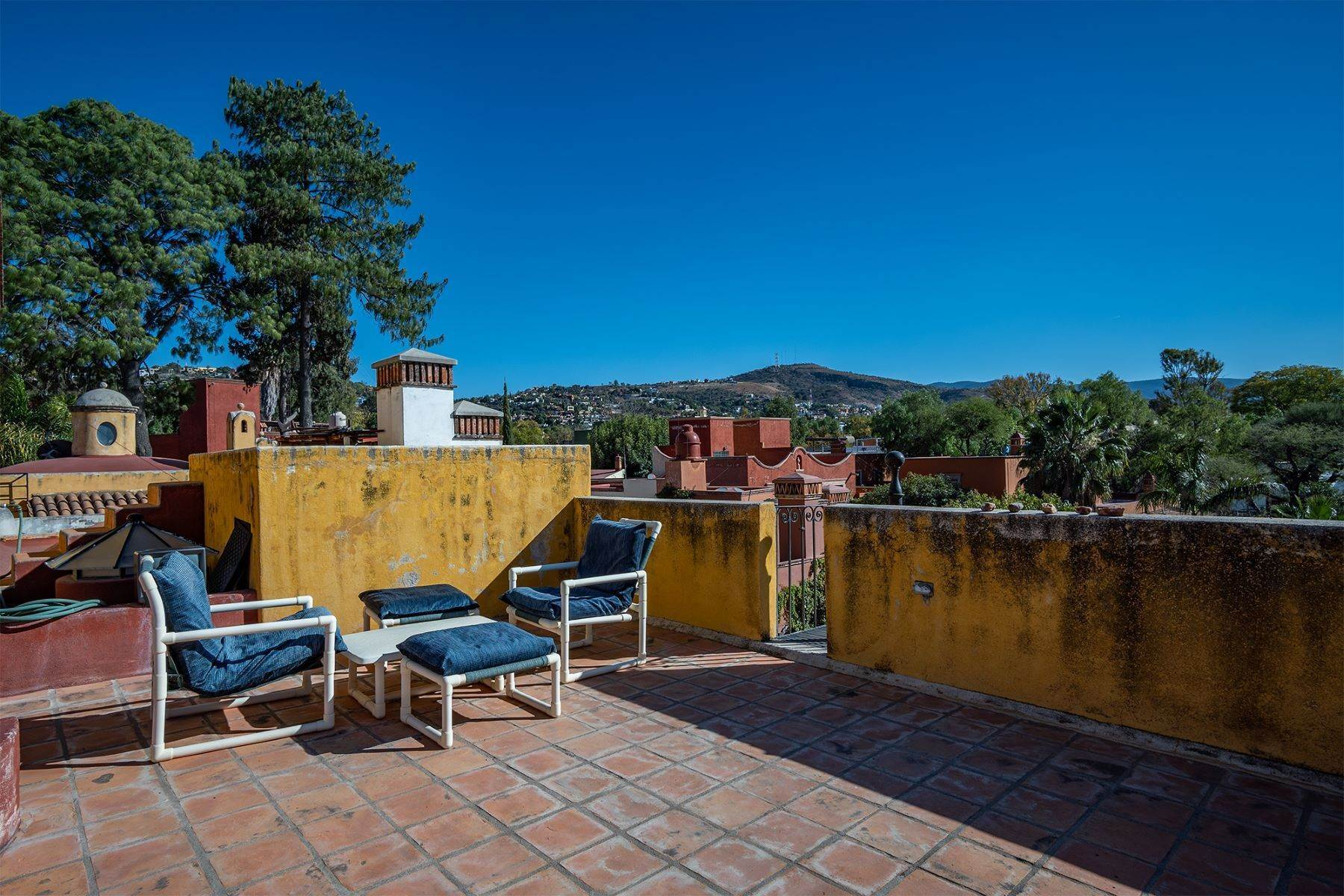 20. Single Family Homes for Sale at Pila Seca 2B, Centro Histórico San Miguel De Allende, Guanajuato 37700 Mexico