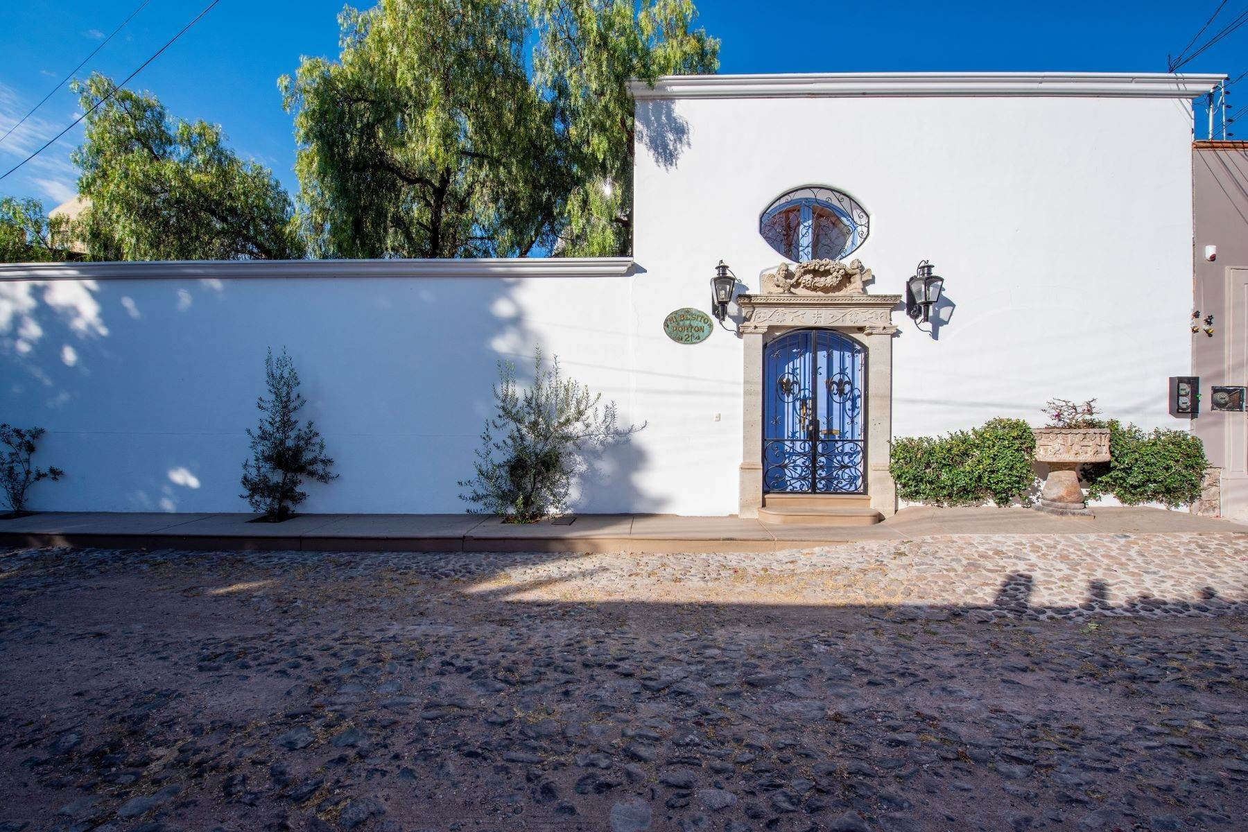 2. Single Family Homes for Sale at Casa Mi Besito Atascadero, San Miguel De Allende, Guanajuato Mexico