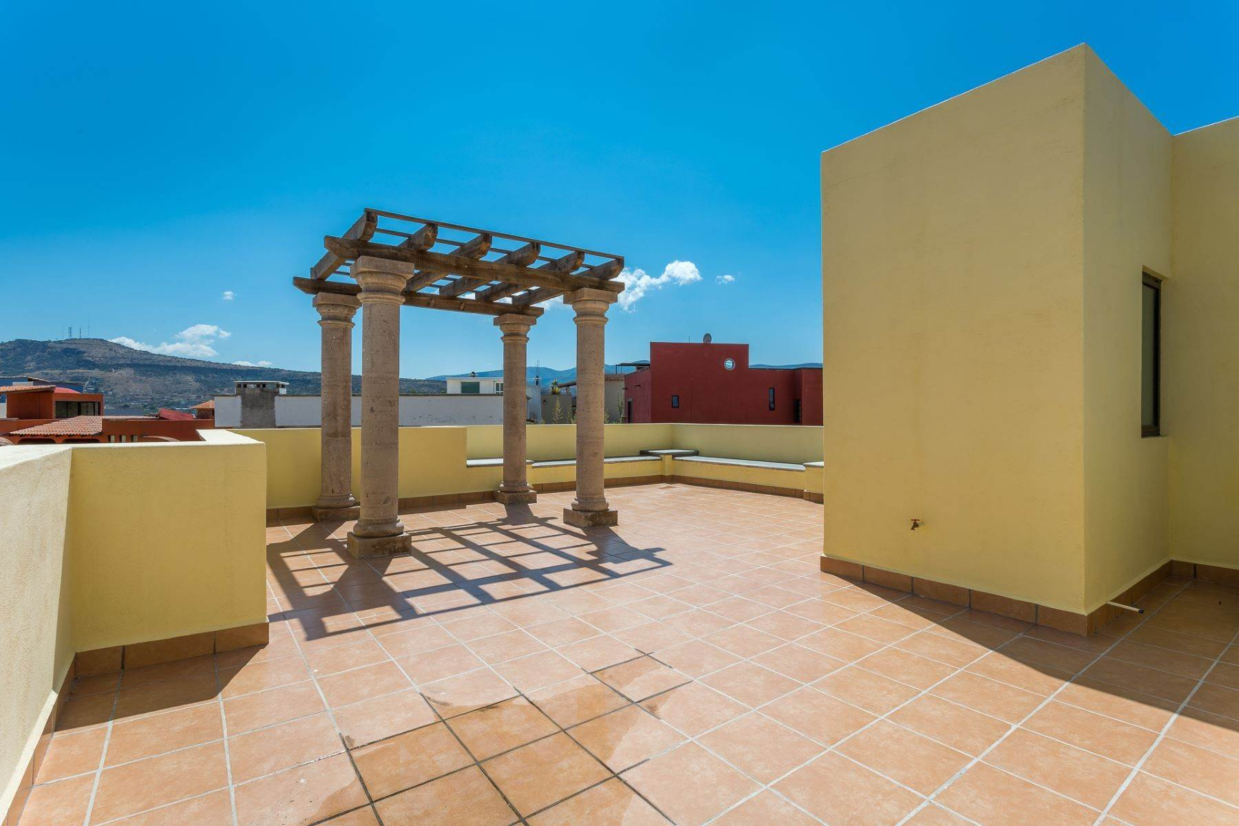 32. Single Family Homes for Sale at Villa Jardín Camino Norte, El Capricho San Miguel De Allende, Guanajuato 37700 Mexico